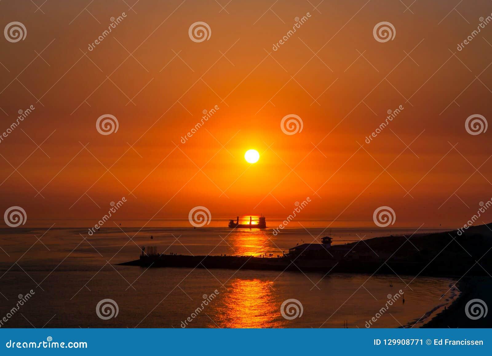 Un tramonto fantastico sopra il mare