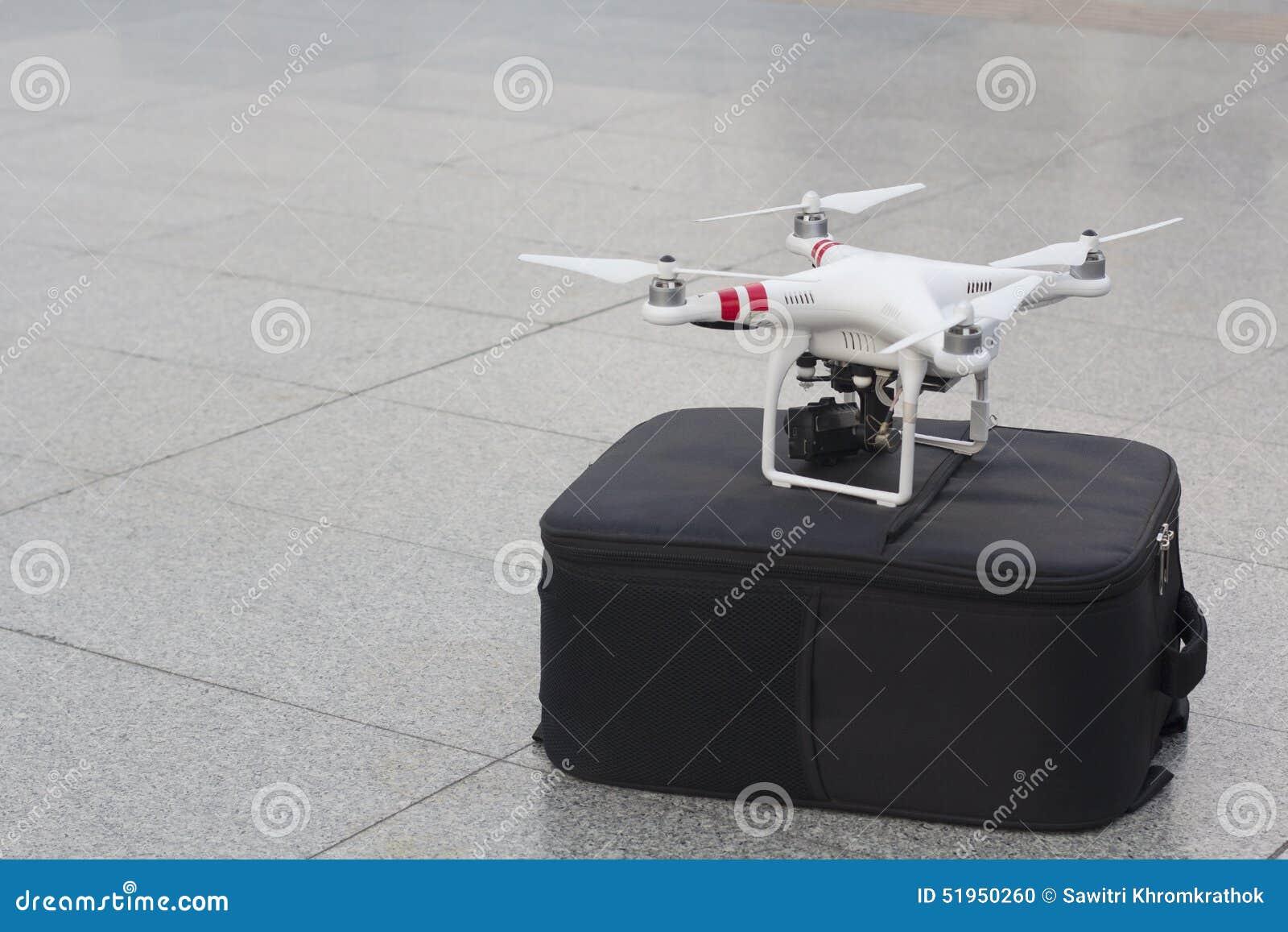 Un véhicule ou un bourdon aérien téléguidé