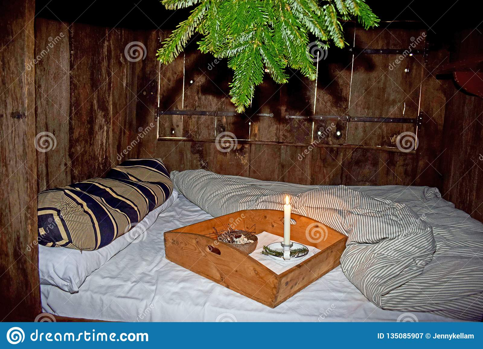 Un vecchio letto di modo in una casa di periodo di Tudor