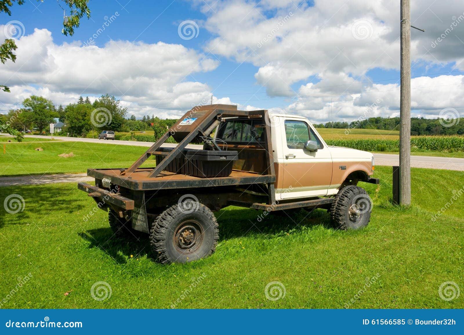 Camion A Vendre >> Un Vieux Camion A Vendre Dans Le Canada Image Editorial