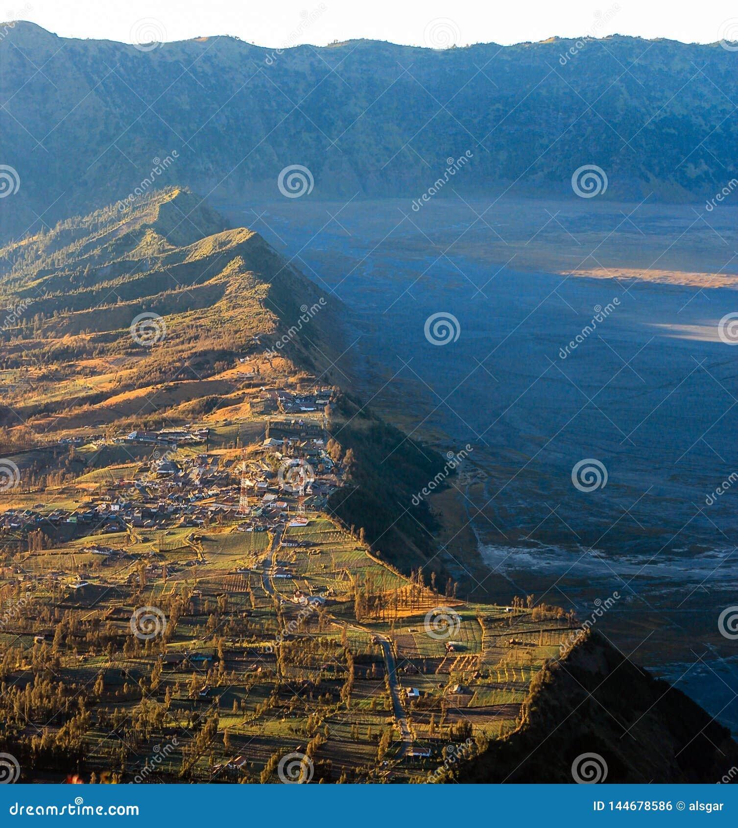 Un village au bord de caldeira de Tengger