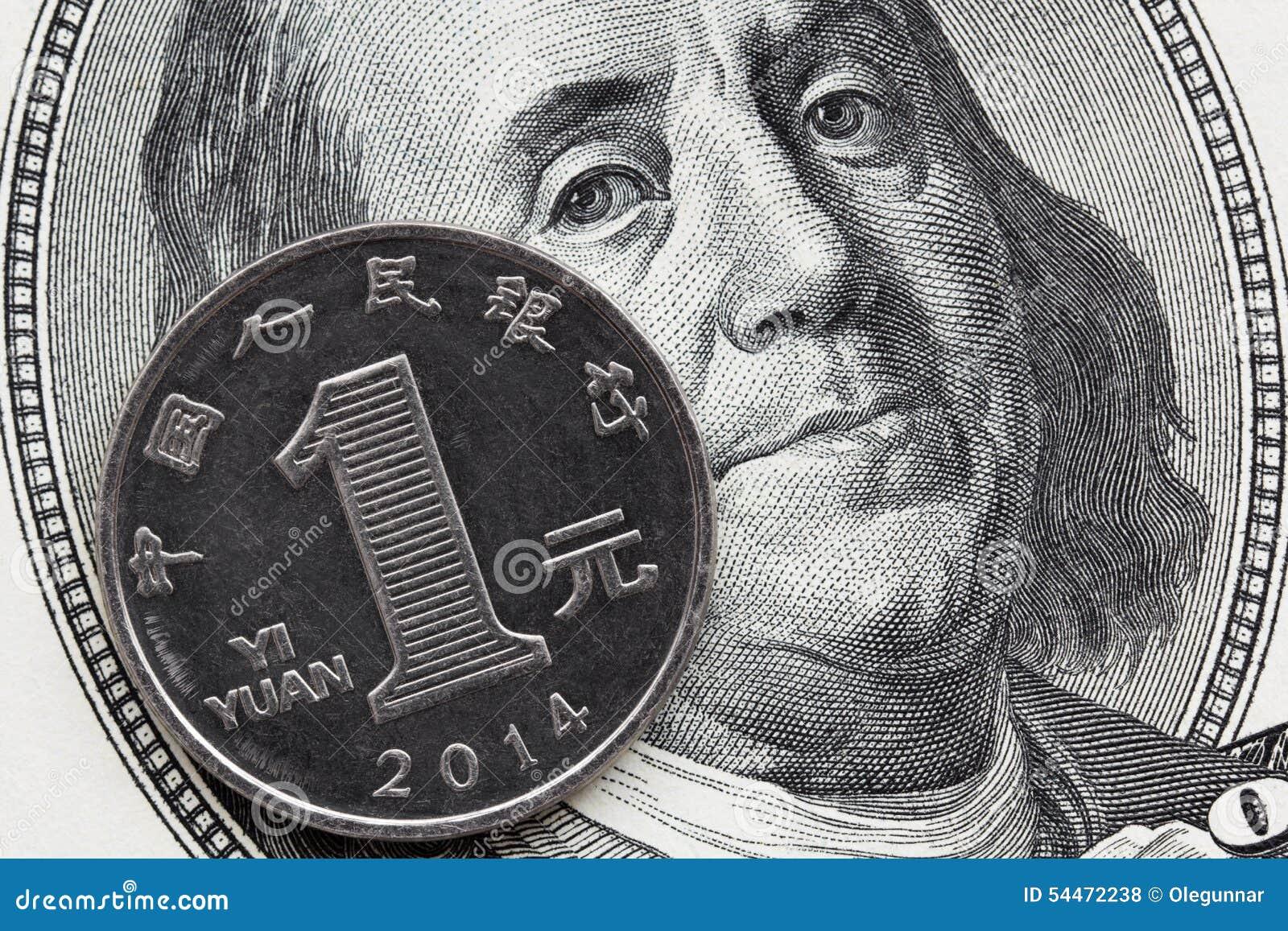 Un yuan de pièce de Chinois et cent billets d un dollar