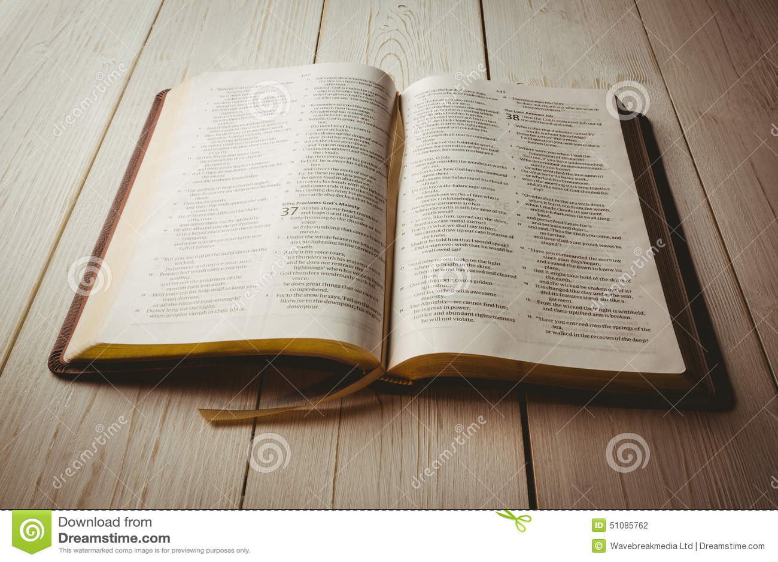 Una Biblia Abierta Foto De Archivo Imagen De Evangélico 51085762