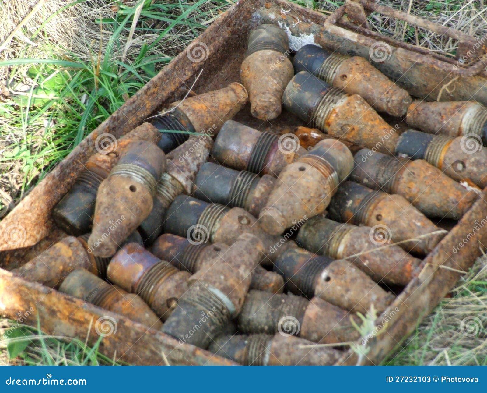 Una bomba inesplosa dalla seconda guerra mondiale for Decorati 2 guerra mondiale