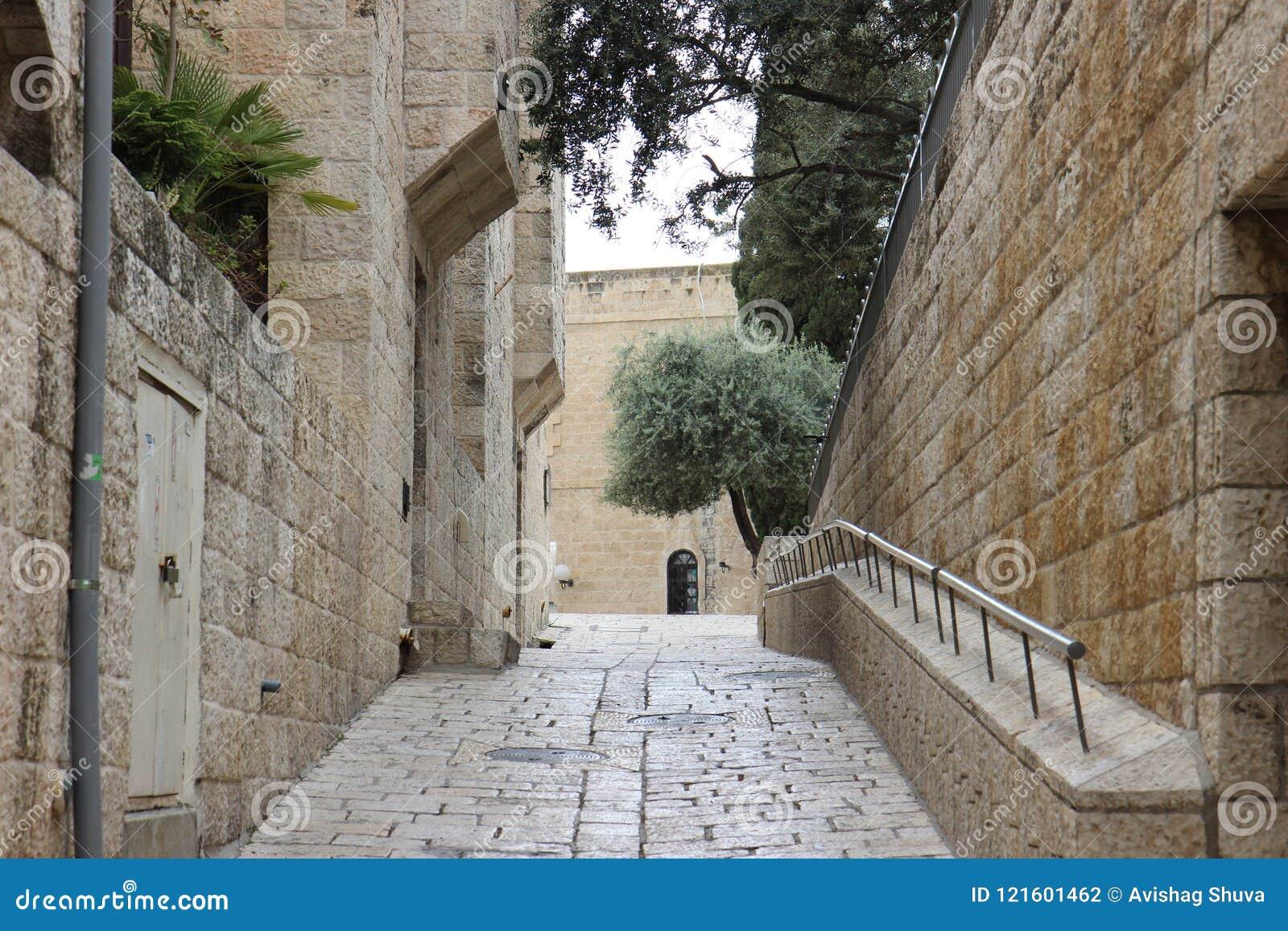 Una calle vacía en Jerusalén, Israel