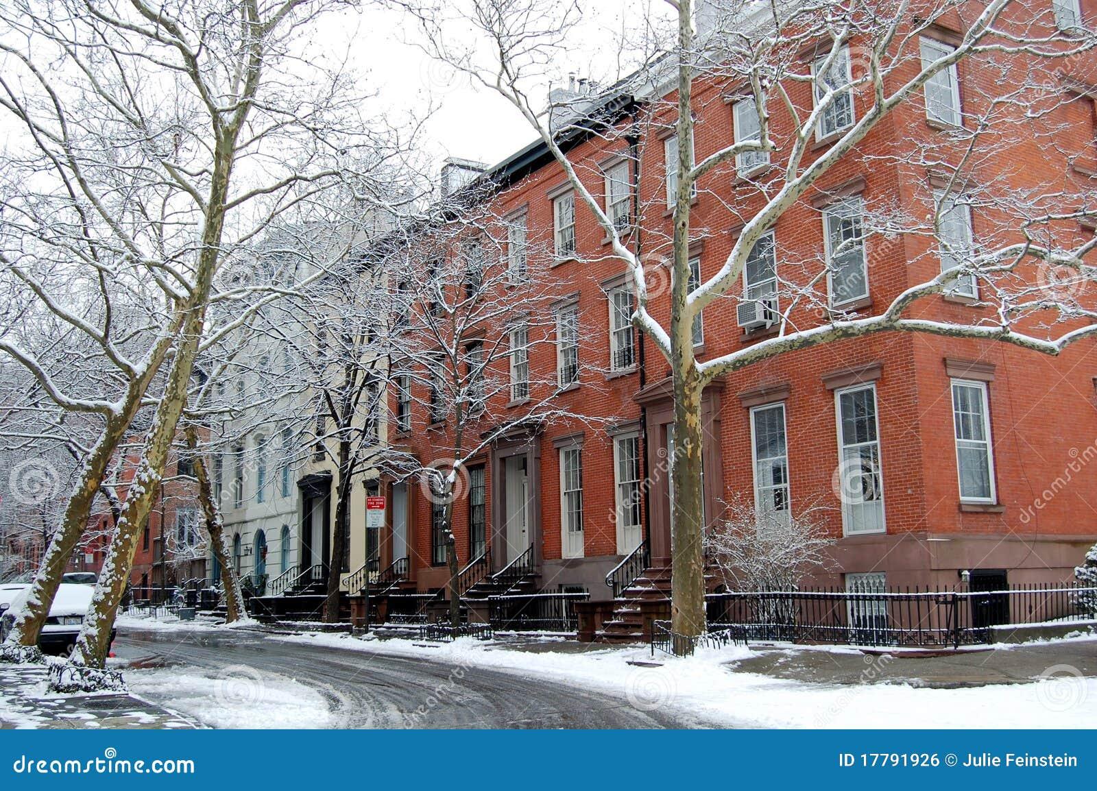 una calle vieja en las alturas de brooklyn new york city foto editorial imagen 17791926. Black Bedroom Furniture Sets. Home Design Ideas