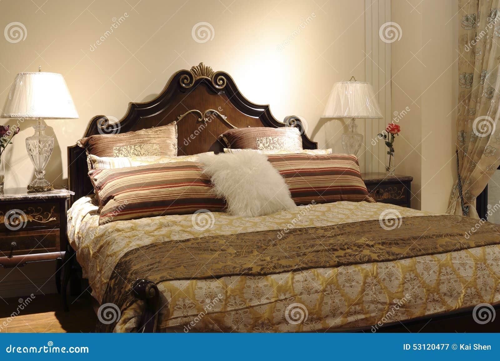 Una cama matrimonial de talla modelos o dise os en for Una cama matrimonial