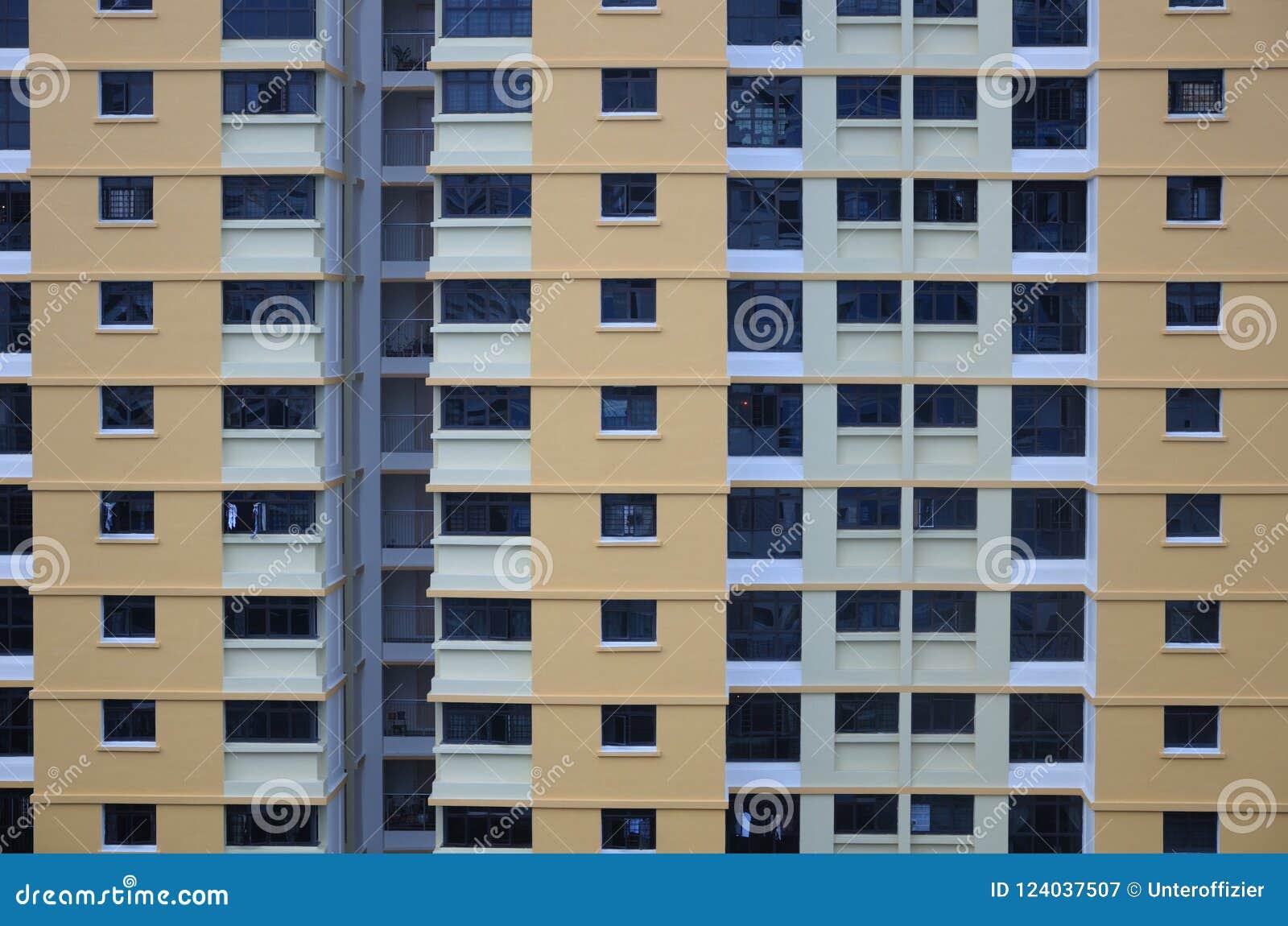 Una cara externa de un bloque de apartamentos