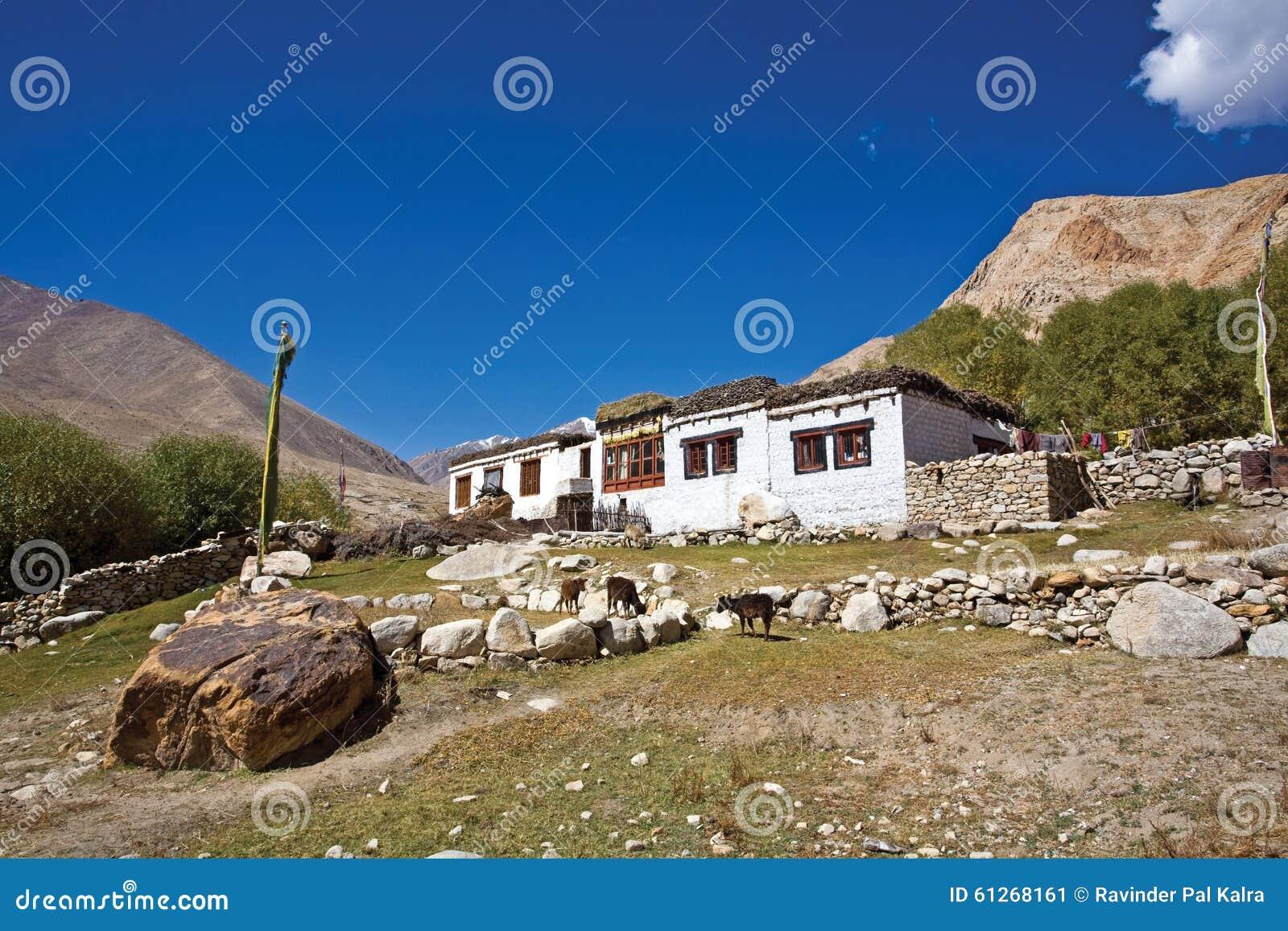 Una casa de Ladakhi en el valle de Nubra, Ladakh, la India