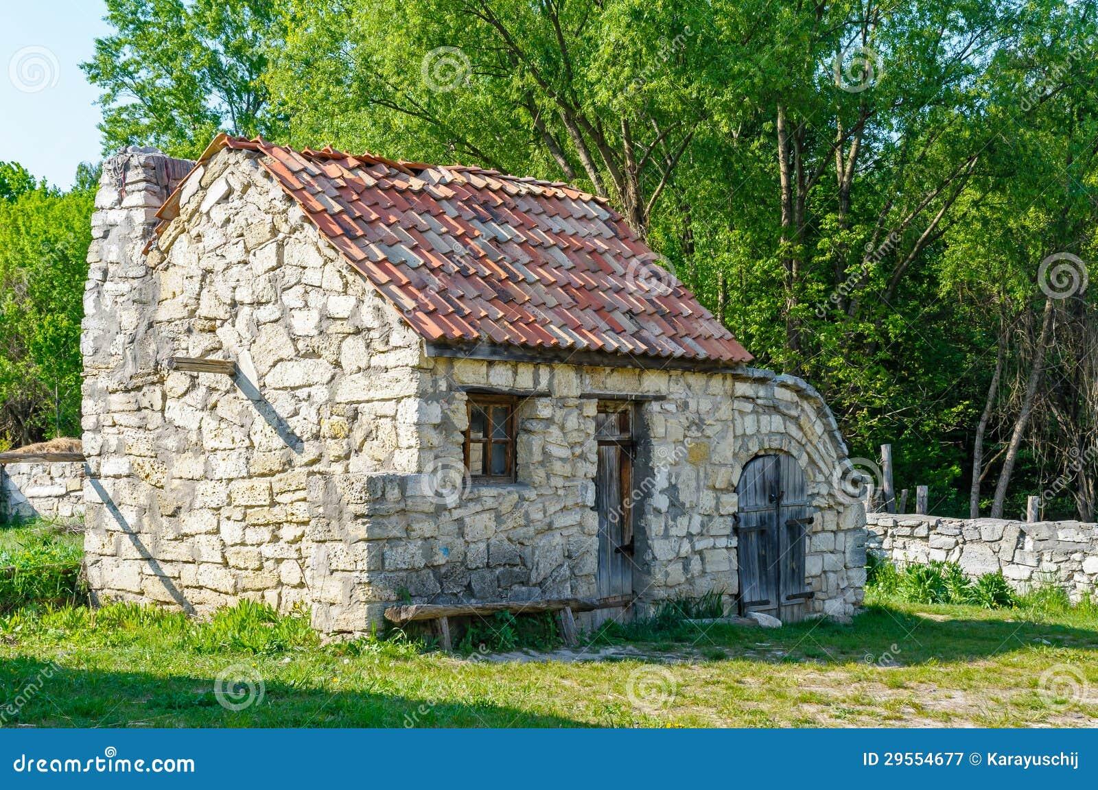 Una casa de piedra antigua ucraniana t pica imagen de archivo imagen 29554677 - Casas de piedra ...