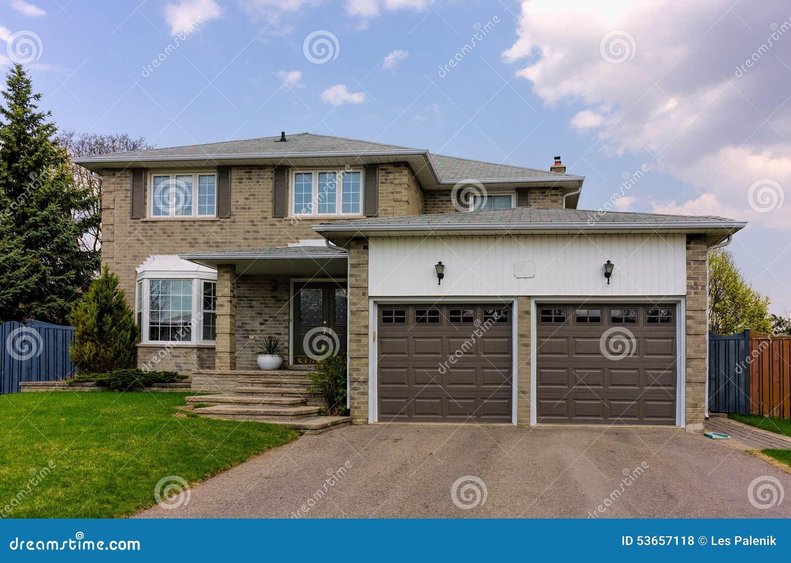 una casa dei due piani fotografia stock immagine 53657118