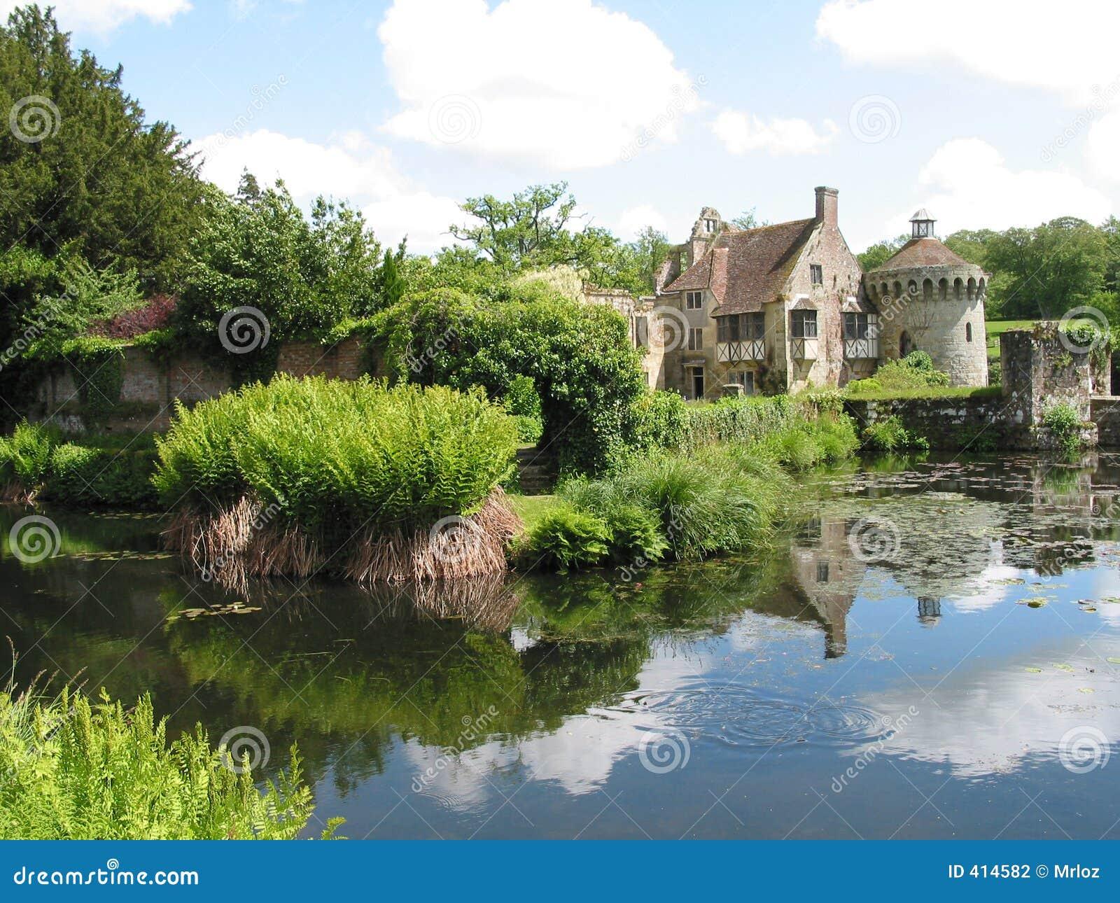 Una casa di campagna inglese fotografia stock immagine for Cucina di campagna inglese
