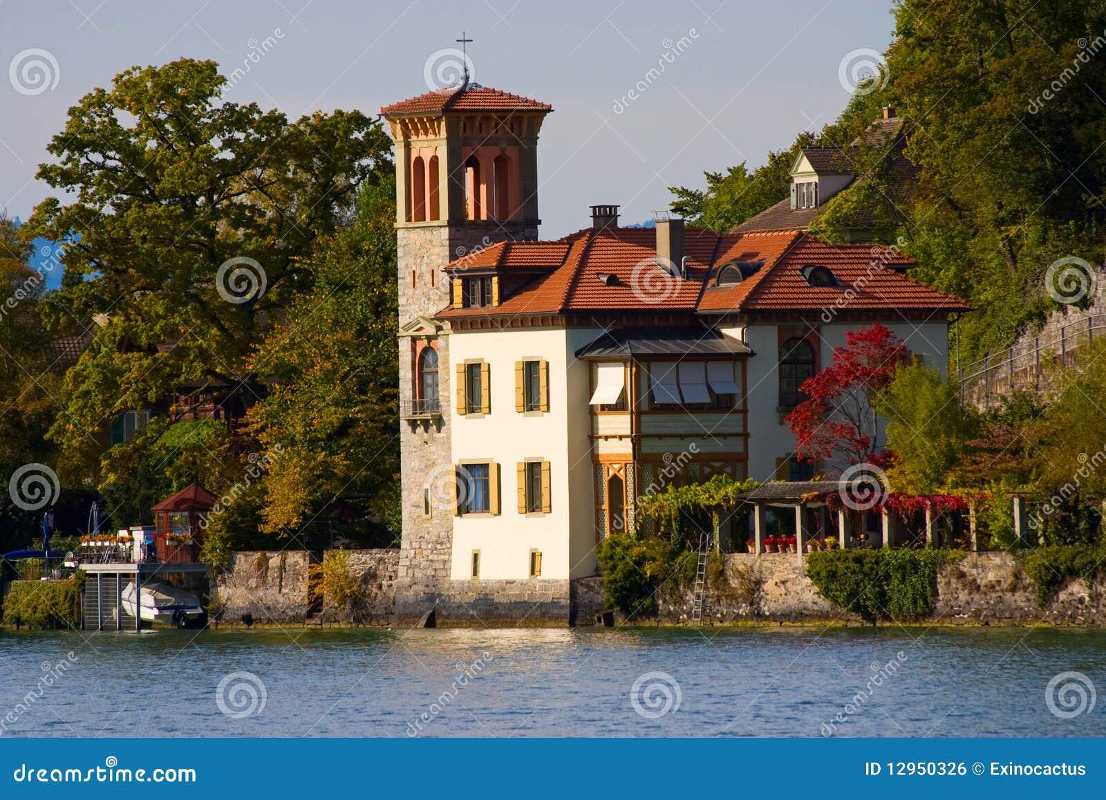 Una casa en estilo italiano imagen de archivo libre de - Casas de estilo italiano ...