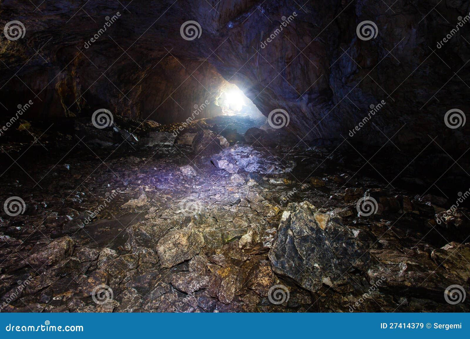 In una caverna