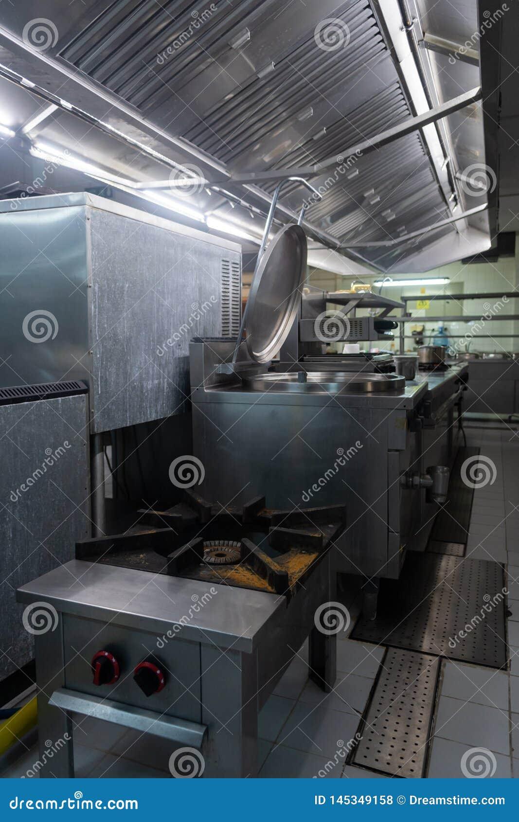 Una cocina del restaurante muy limpia