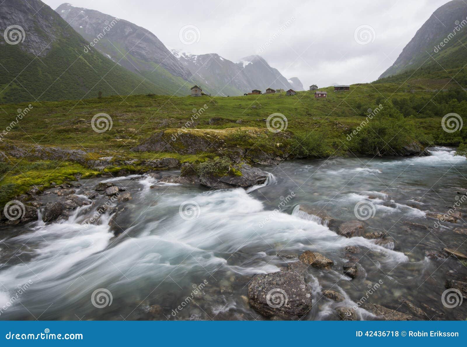 Una corriente de precipitación en Noruega