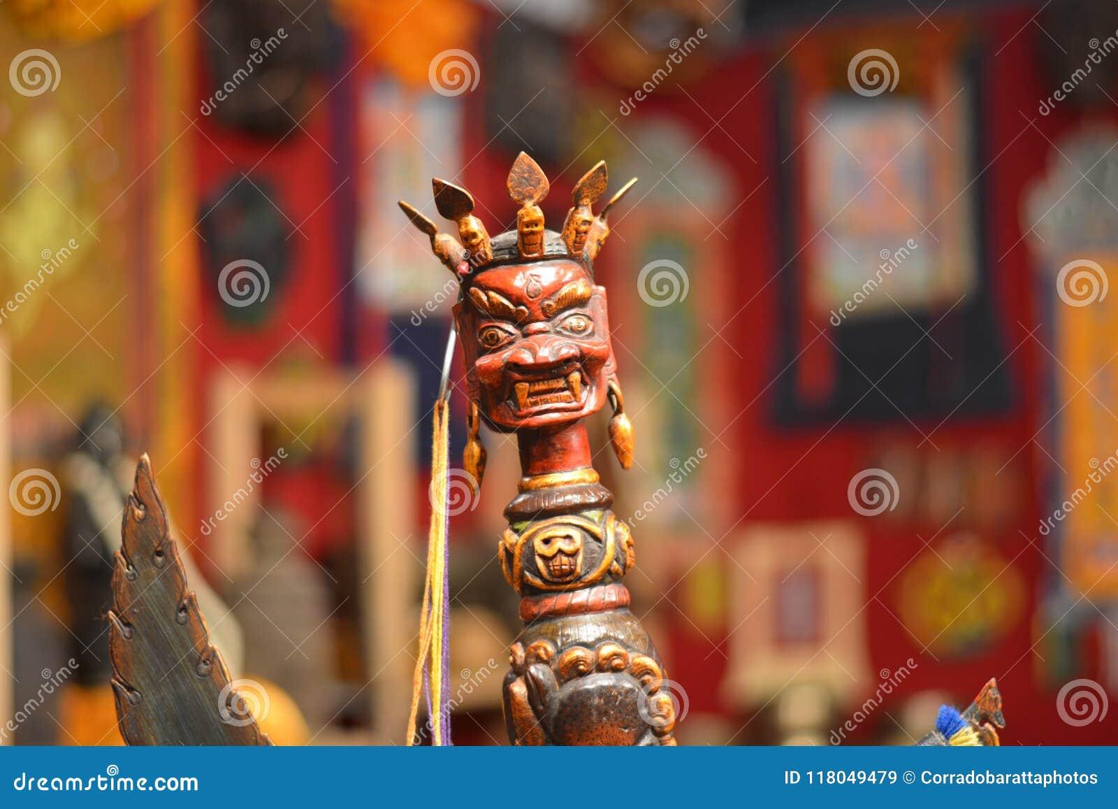 Una divinità indù indagatrice