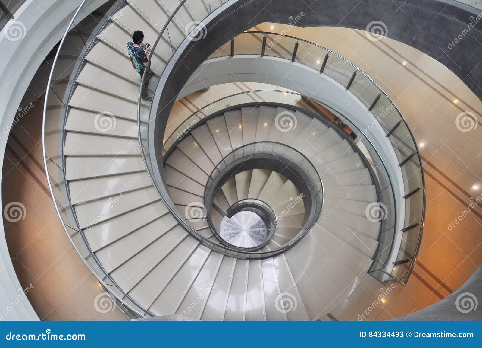 edificio escalera espiral