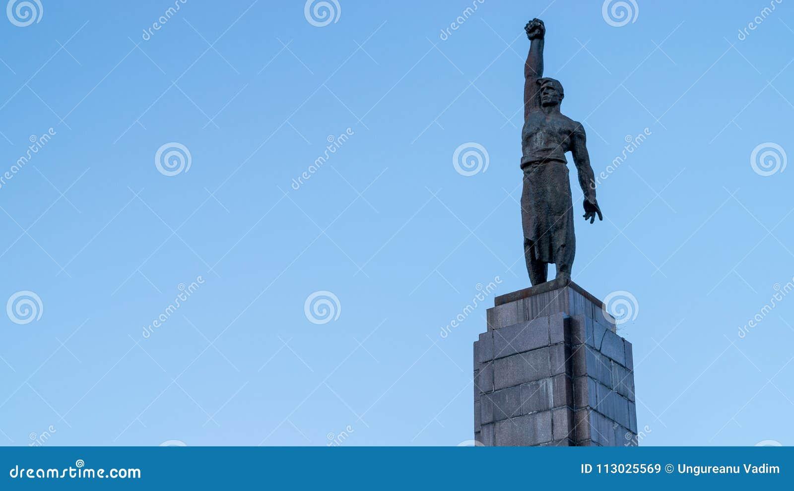 Una estatua soviética del estilo en Chisinau, República del Moldavia