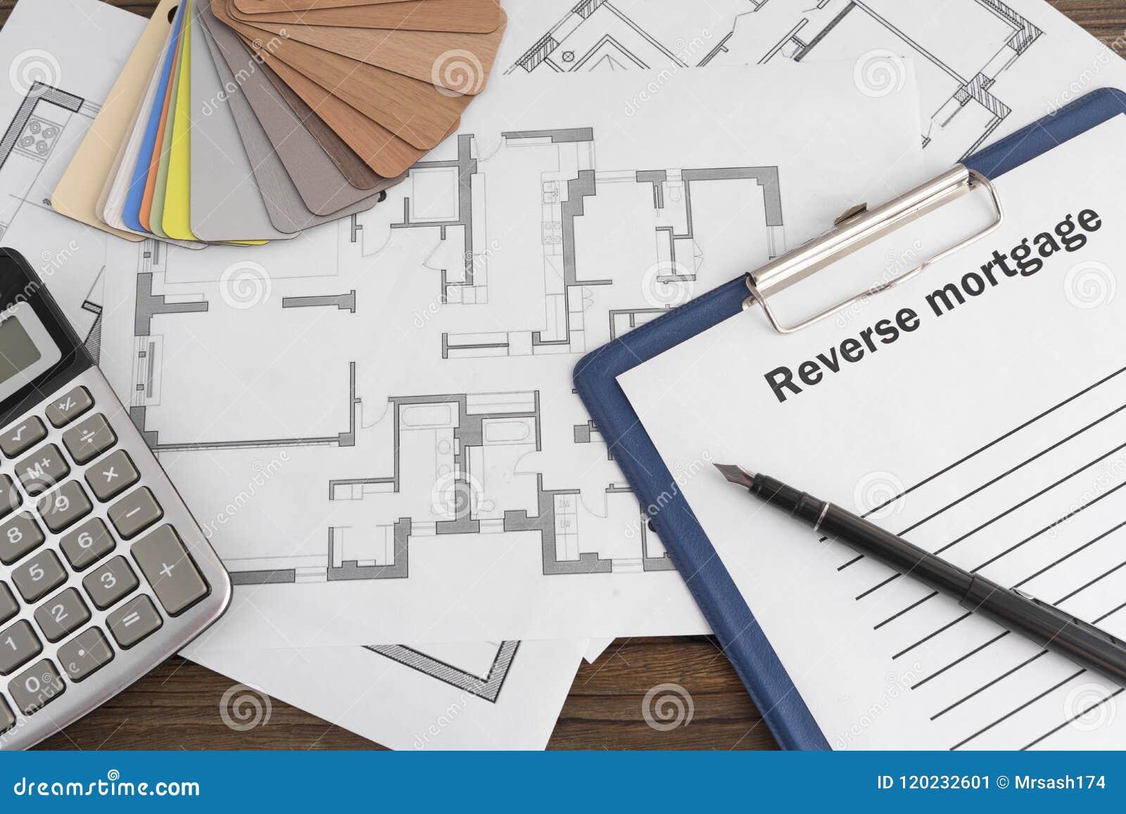 Una factura en blanco, una muestra de la madera contrachapada, un plan de la casa
