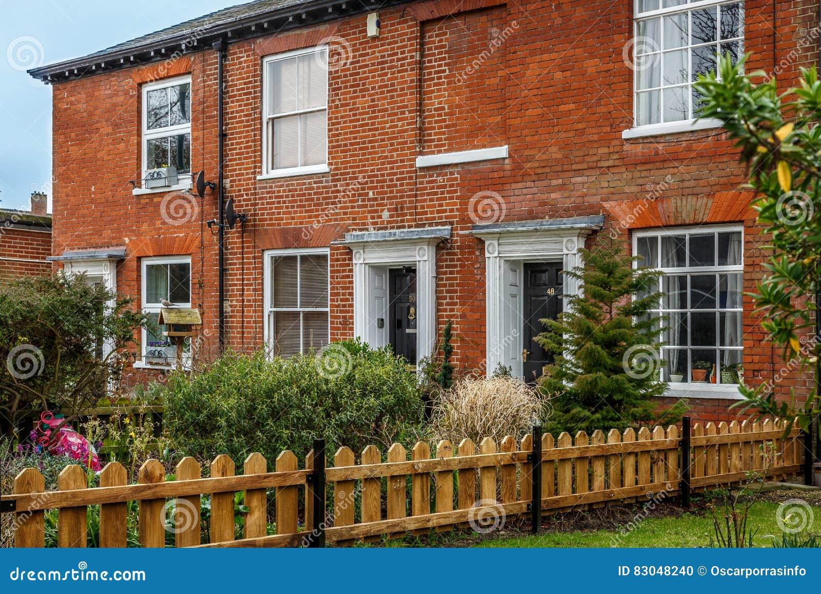 Una fine su delle case inglesi tipiche fotografia stock for Case inglesi foto