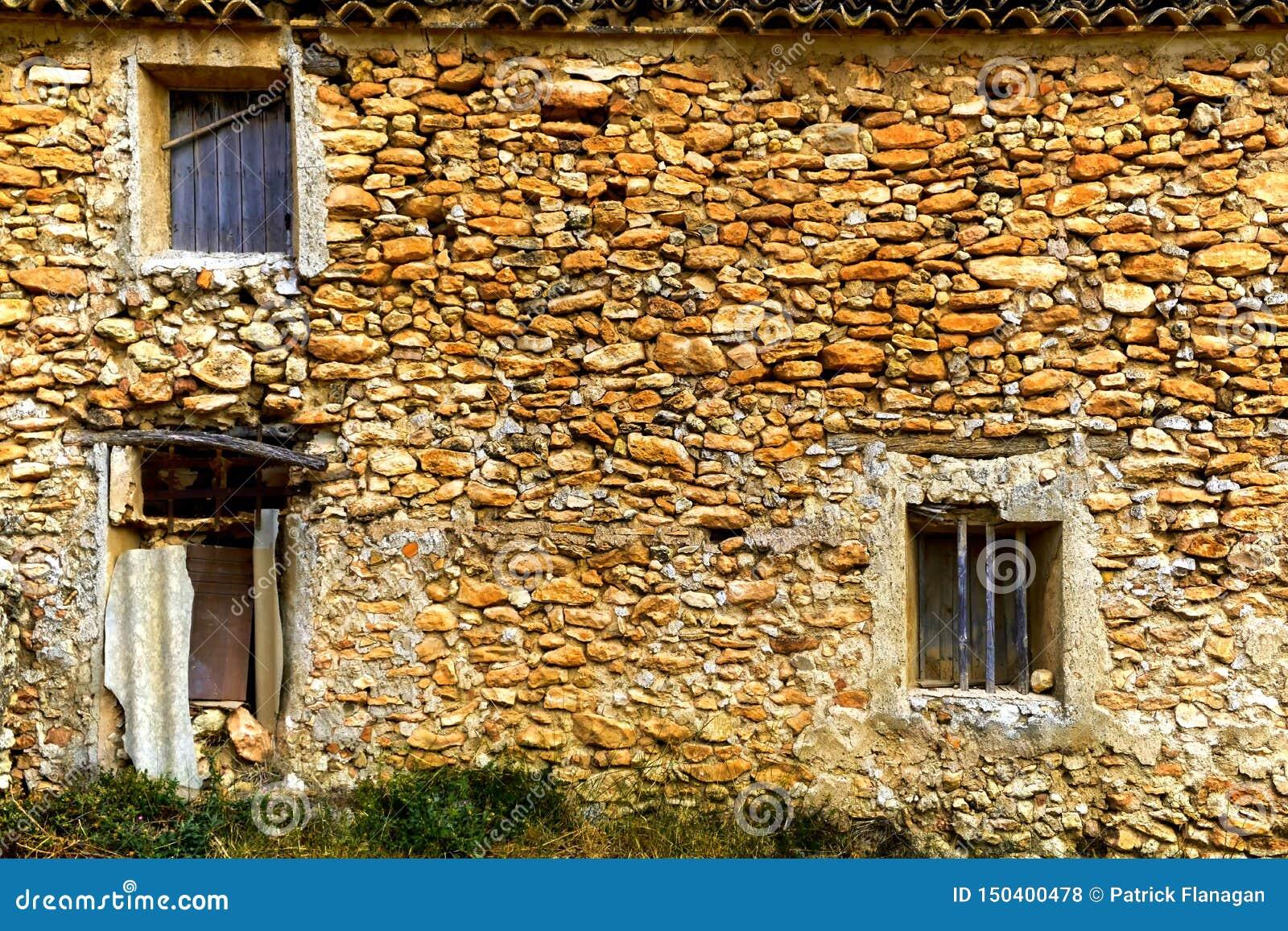 Una fine su di una casa vuota dilapidata a Murcia