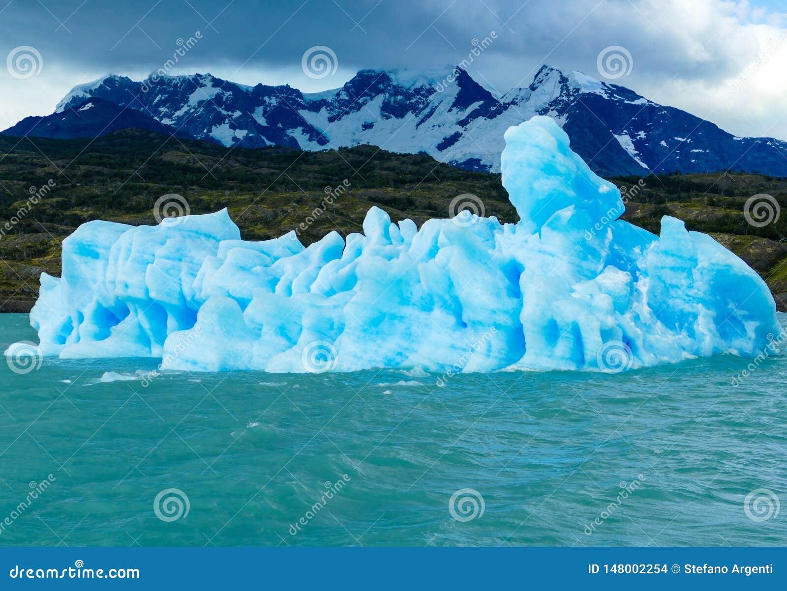 Una flotación divina extraña del iceberg