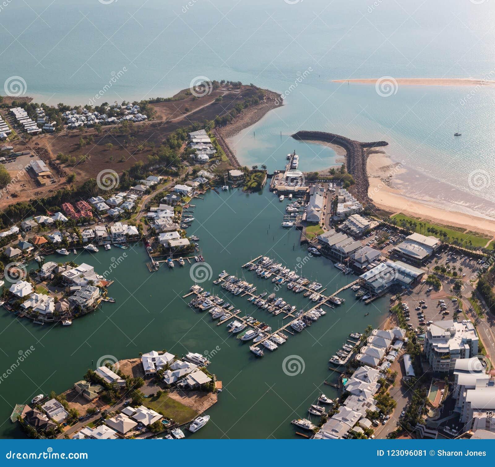 Una foto aérea de Cullen Bay, Darwin, Territorio del Norte, Australia