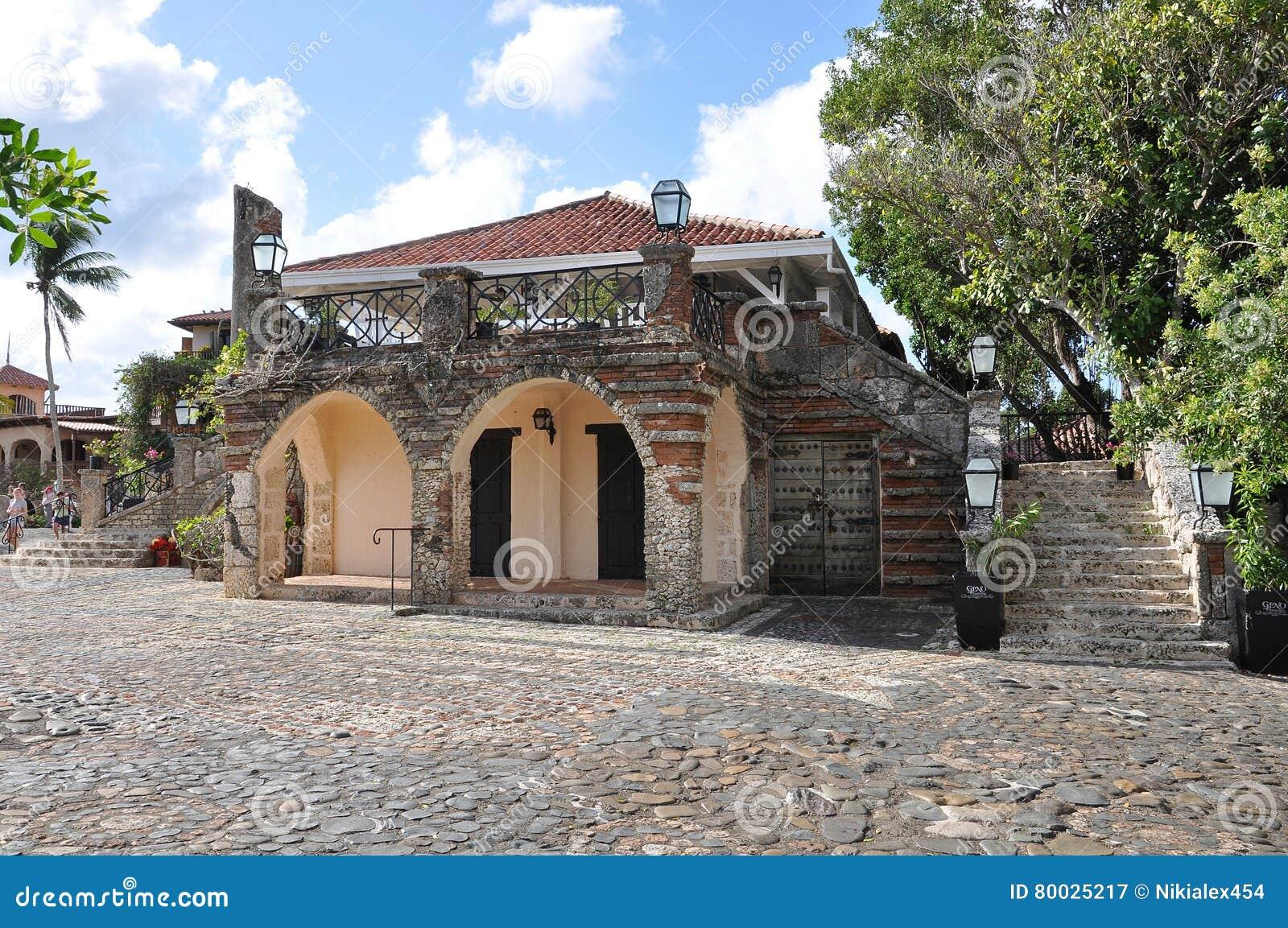 Una Imagen De Las Casas Españolas Viejas Con Windows De ... - photo#10