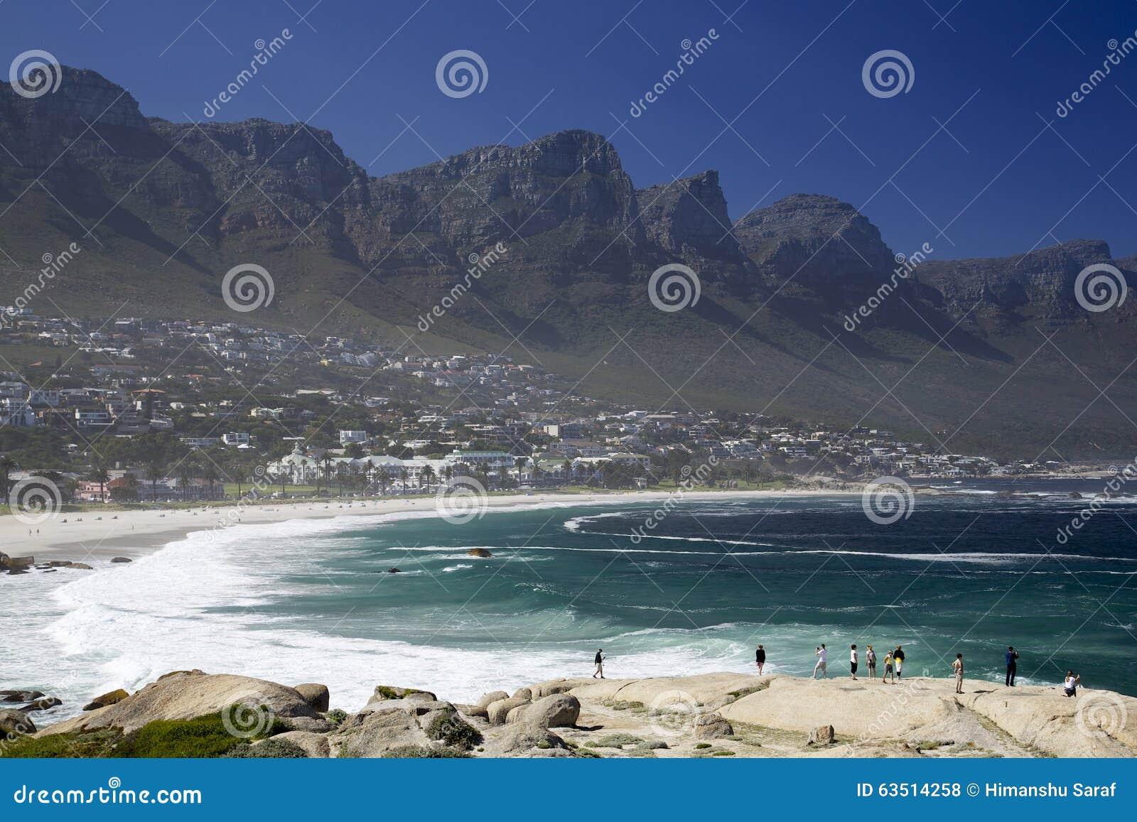 Una montaña de la playa y de la tabla de Ciudad del Cabo