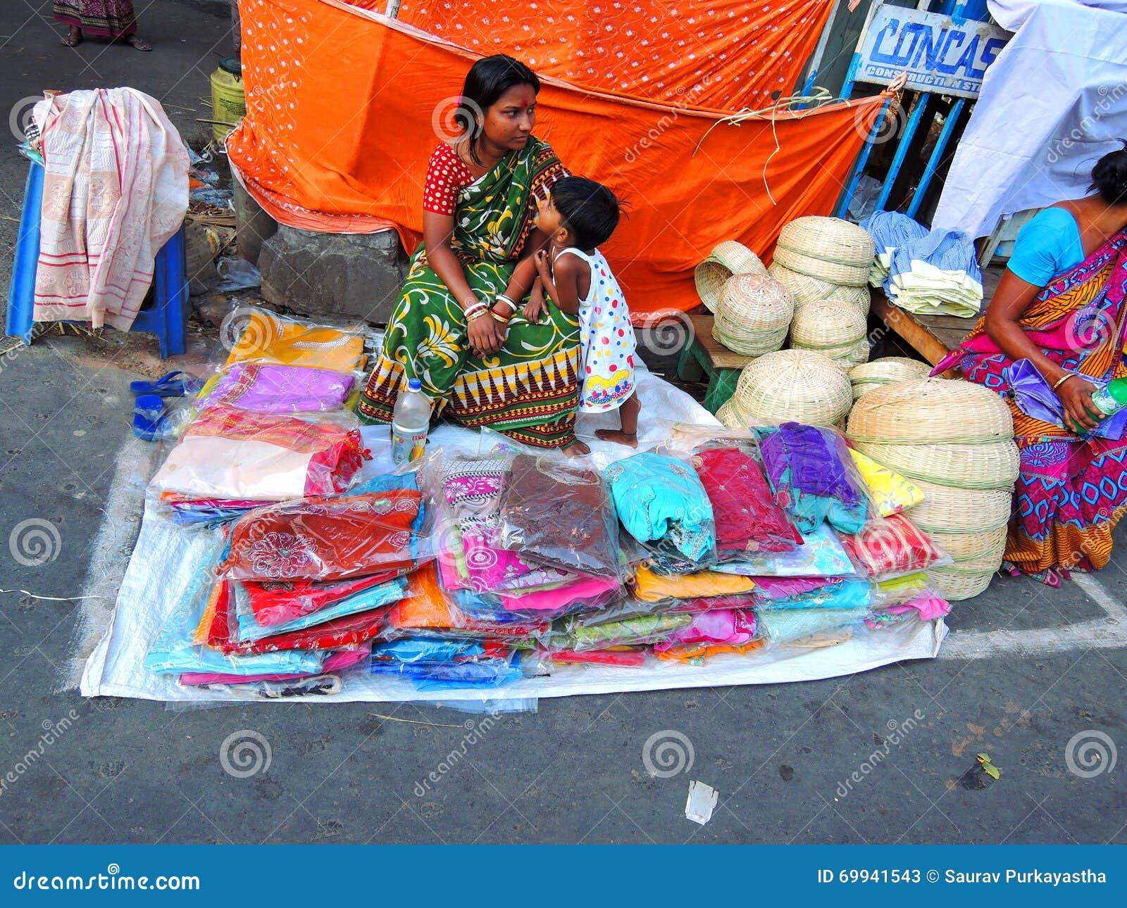 Una mujer que vende las saris