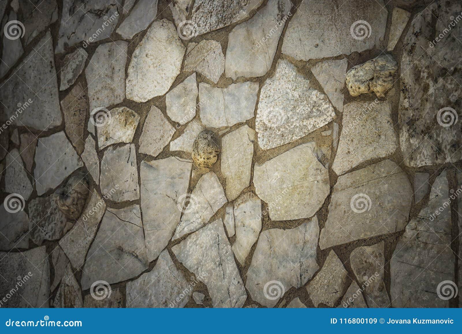Una parete di pietra