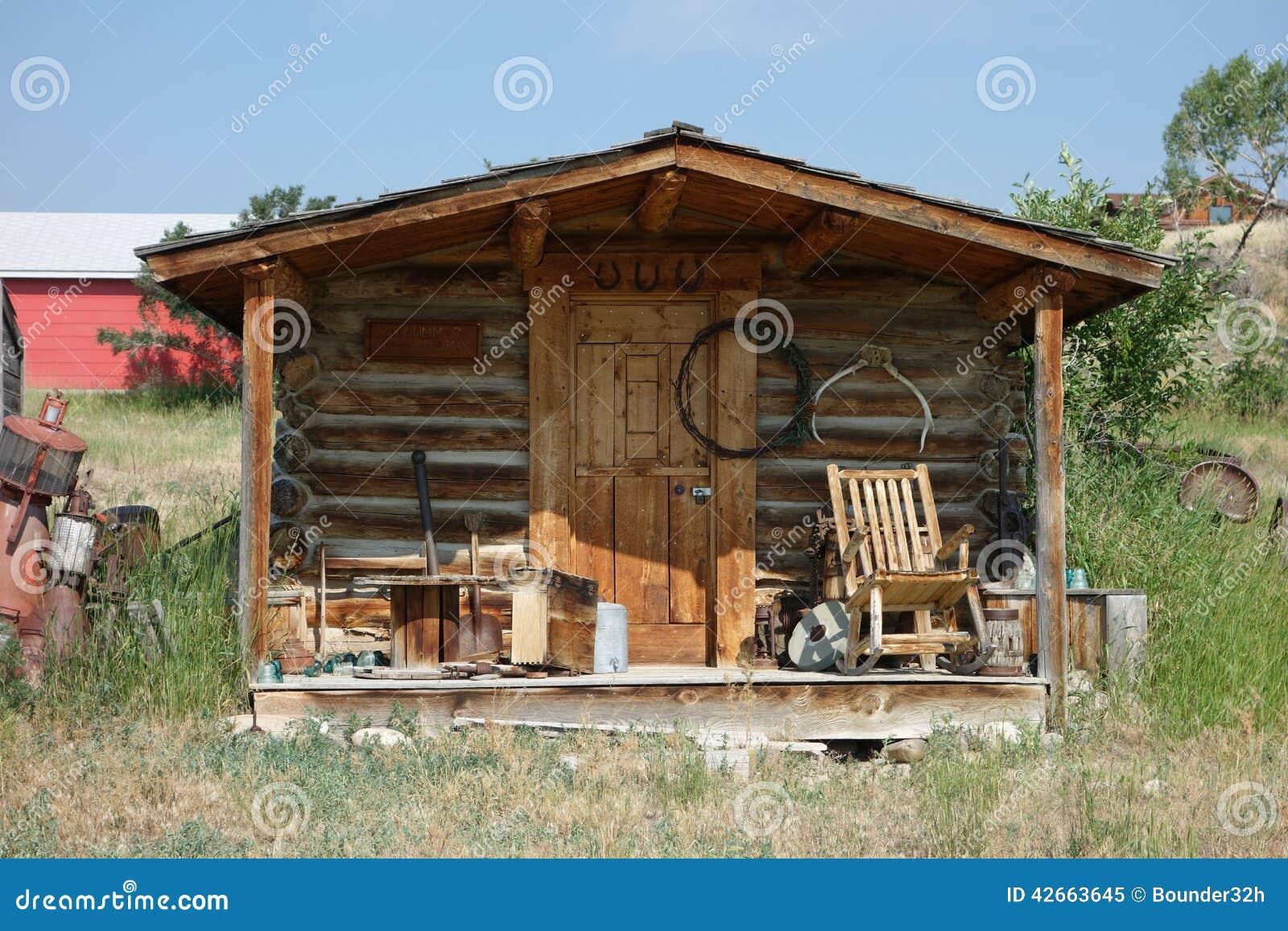 Una peque a caba a de madera en idaho foto de archivo - Cabanas de madera pequenas ...