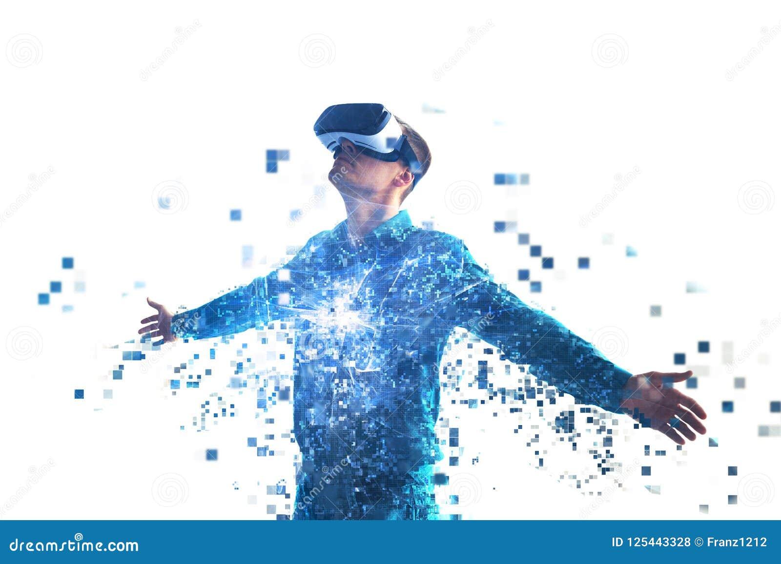 Una persona en vidrios de la realidad virtual vuela a los pixeles