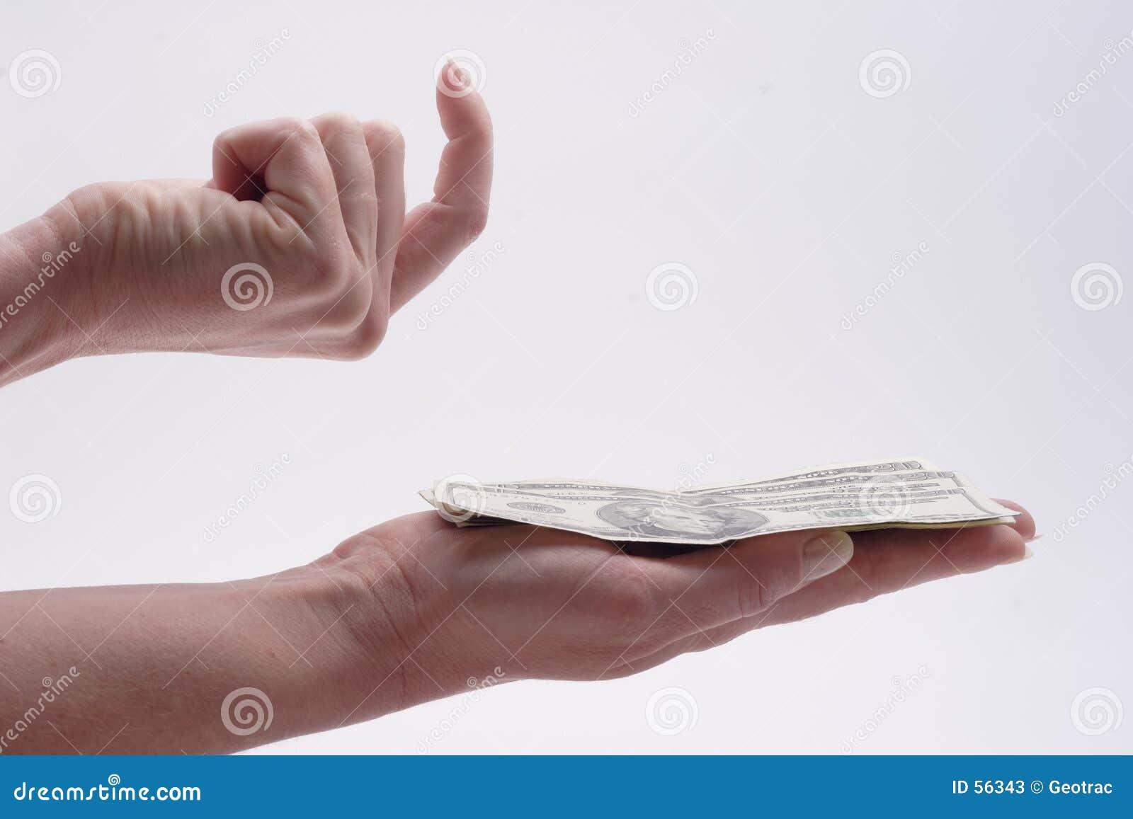 Una pila de efectivo en la mano