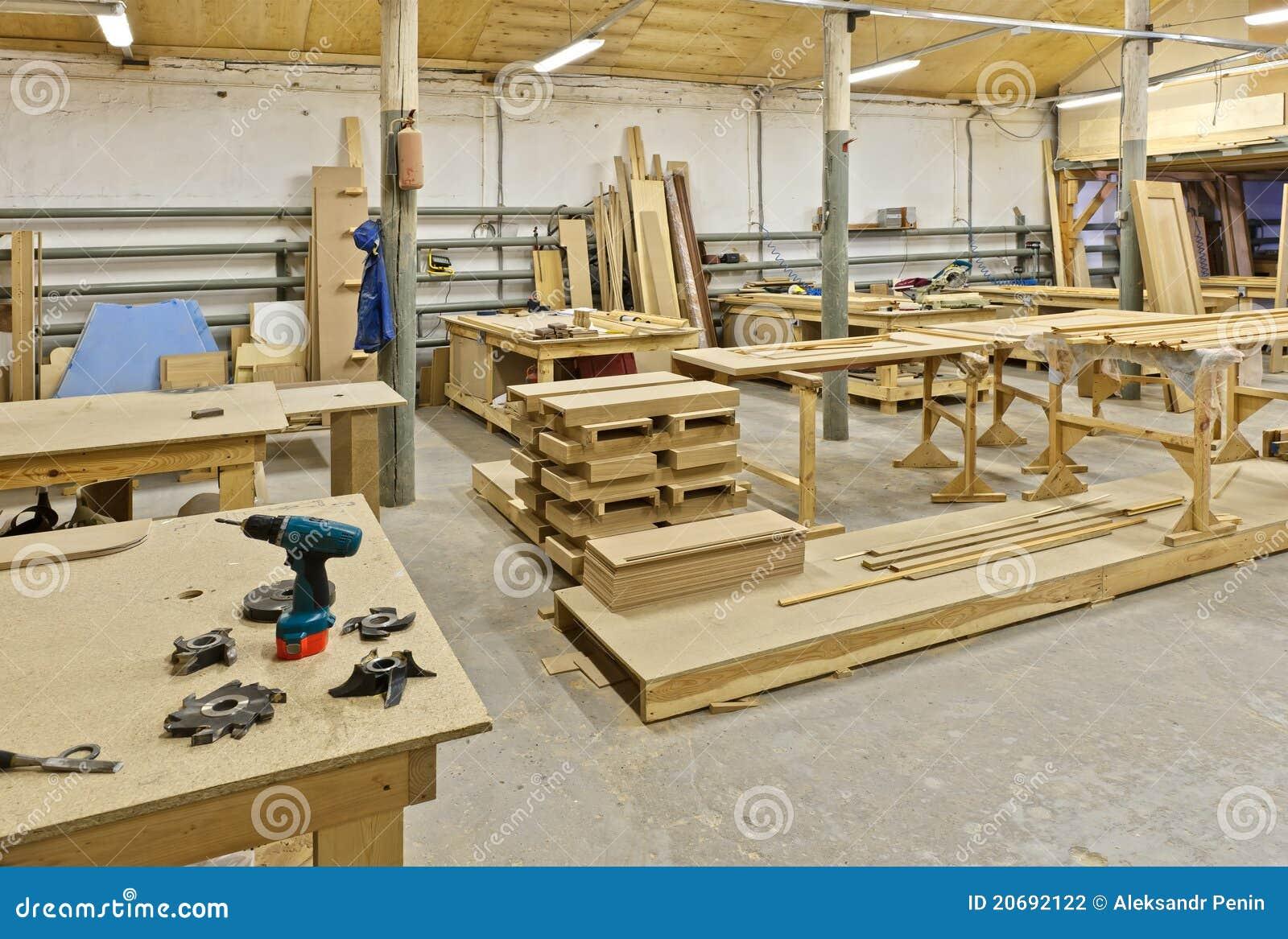 Una planta para la fabricaci n de los muebles foto de for Fabricacion de bares de madera