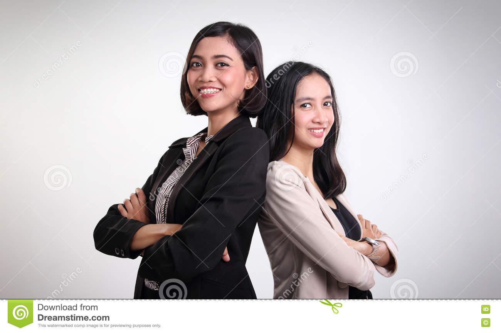 Una posa femminile sicura di due professionisti