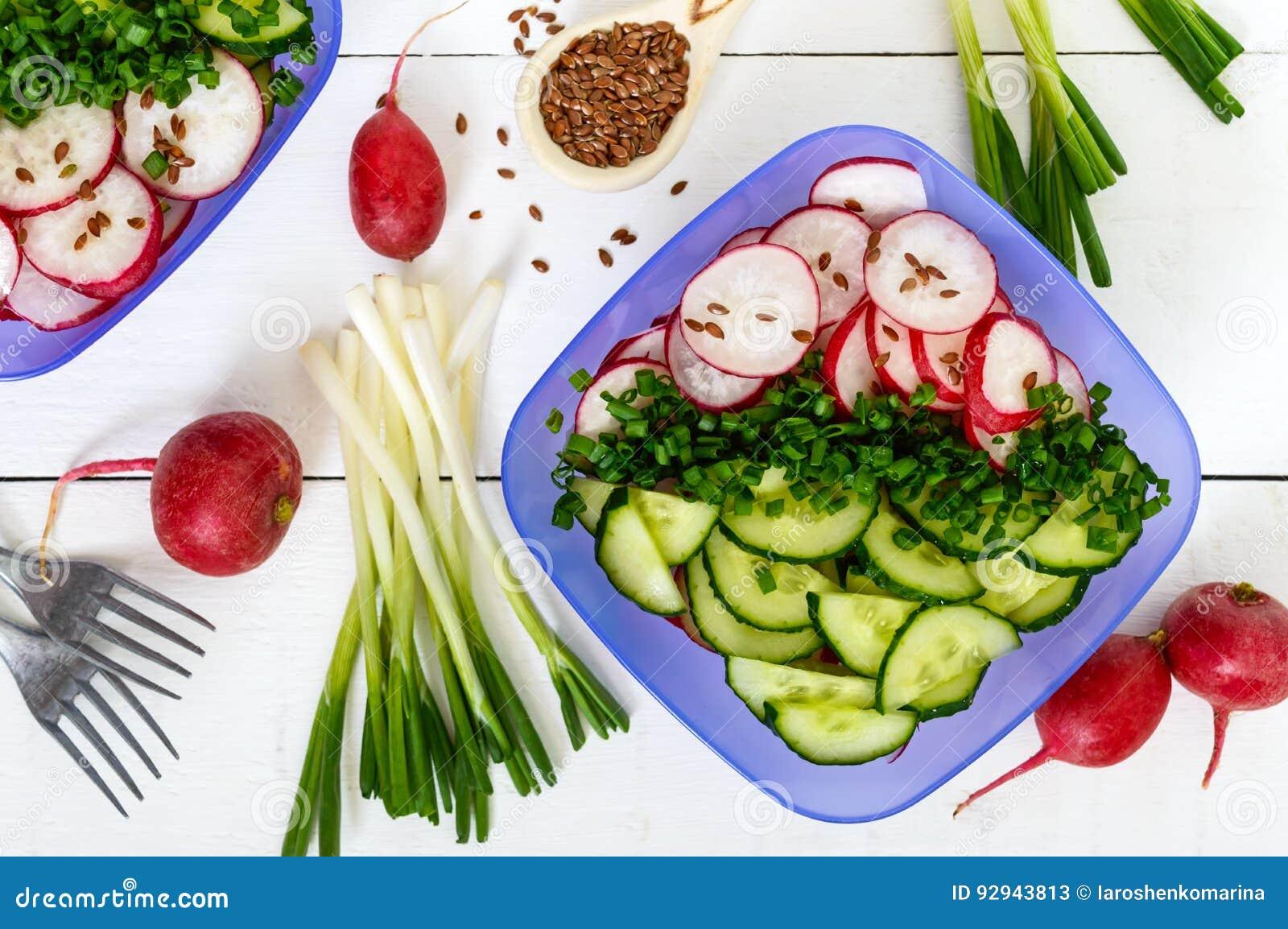 que vitaminas tiene el pepino de ensalada