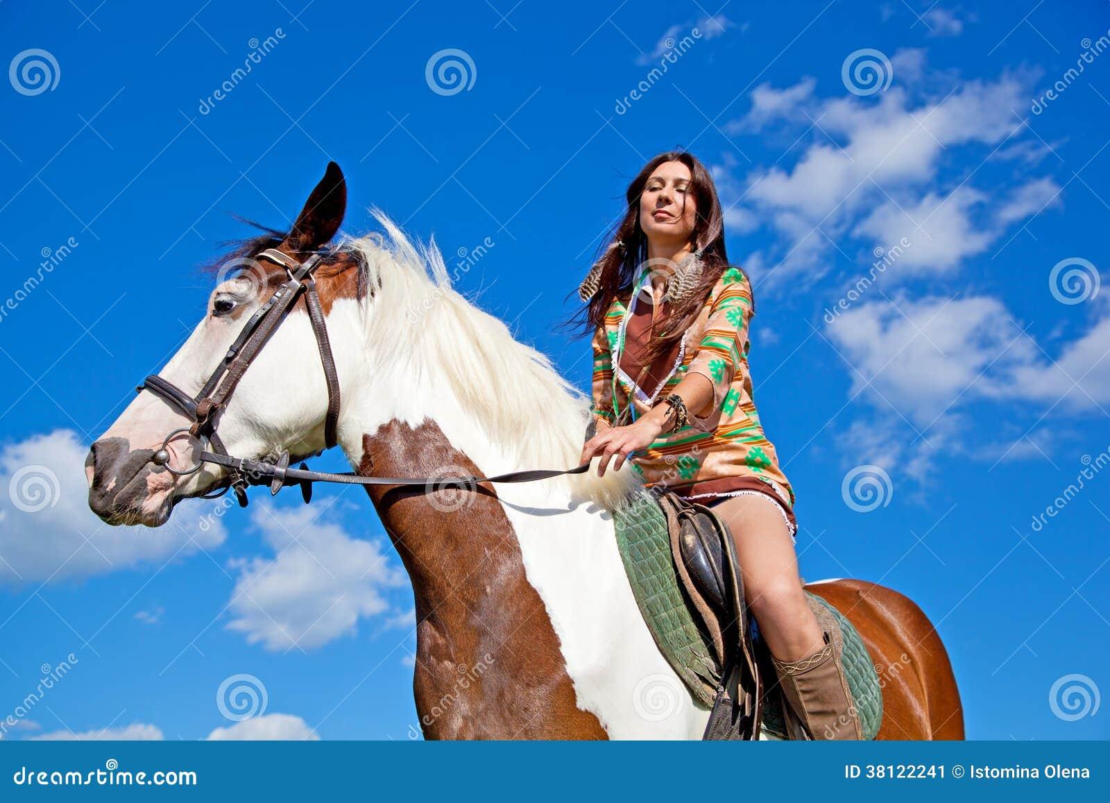 Una ragazza monta un cavallo della pittura immagine stock - Colorazione immagine di una ragazza ...