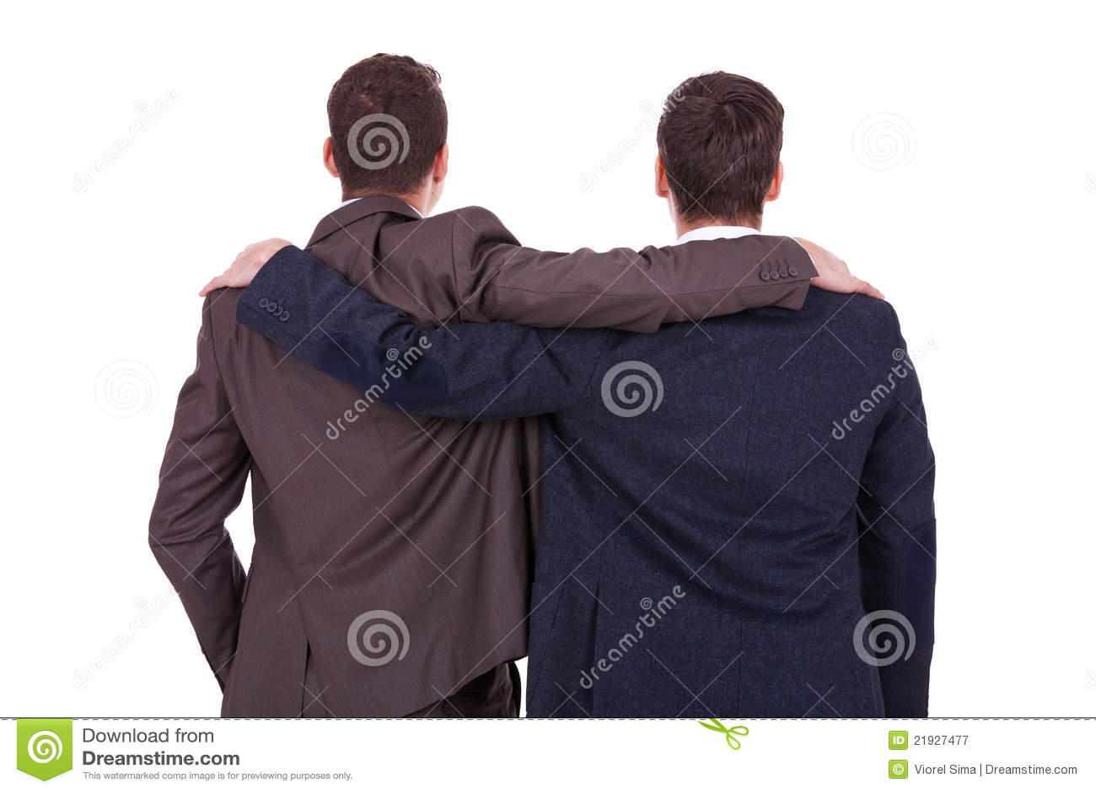 Una retrovisione di due giovani amici degli uomini di affari