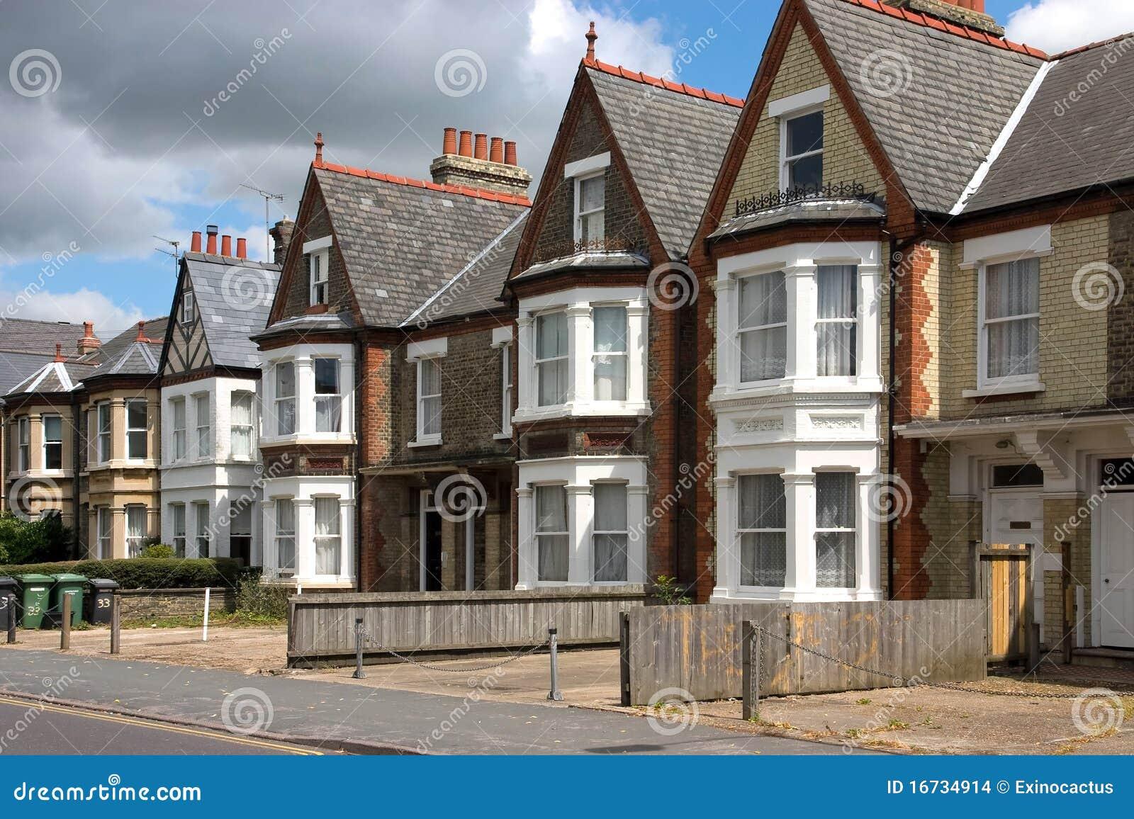 Una riga dei cottage inglesi caratteristici fotografia for Case di cottage inglesi
