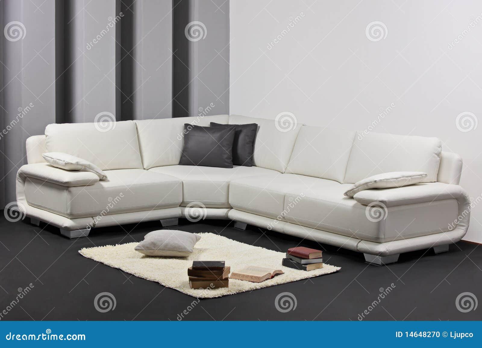 Una sala de estar minimalista moderna con muebles foto de for Muebles para sala de estar modernas
