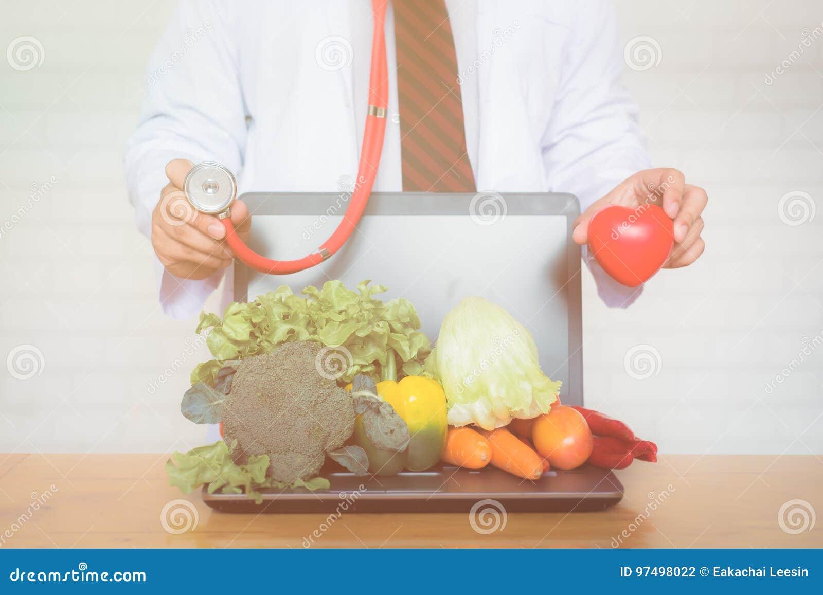 Una selezione degli ortaggi freschi per una dieta sana del cuore
