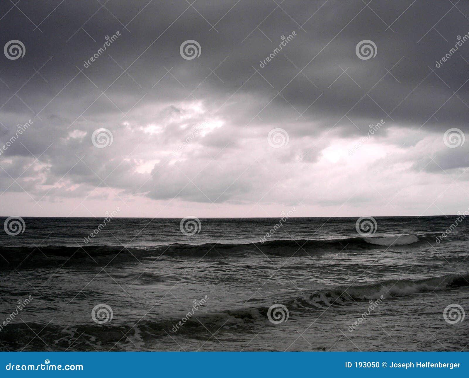 Una tarde tempestuosa en el océano