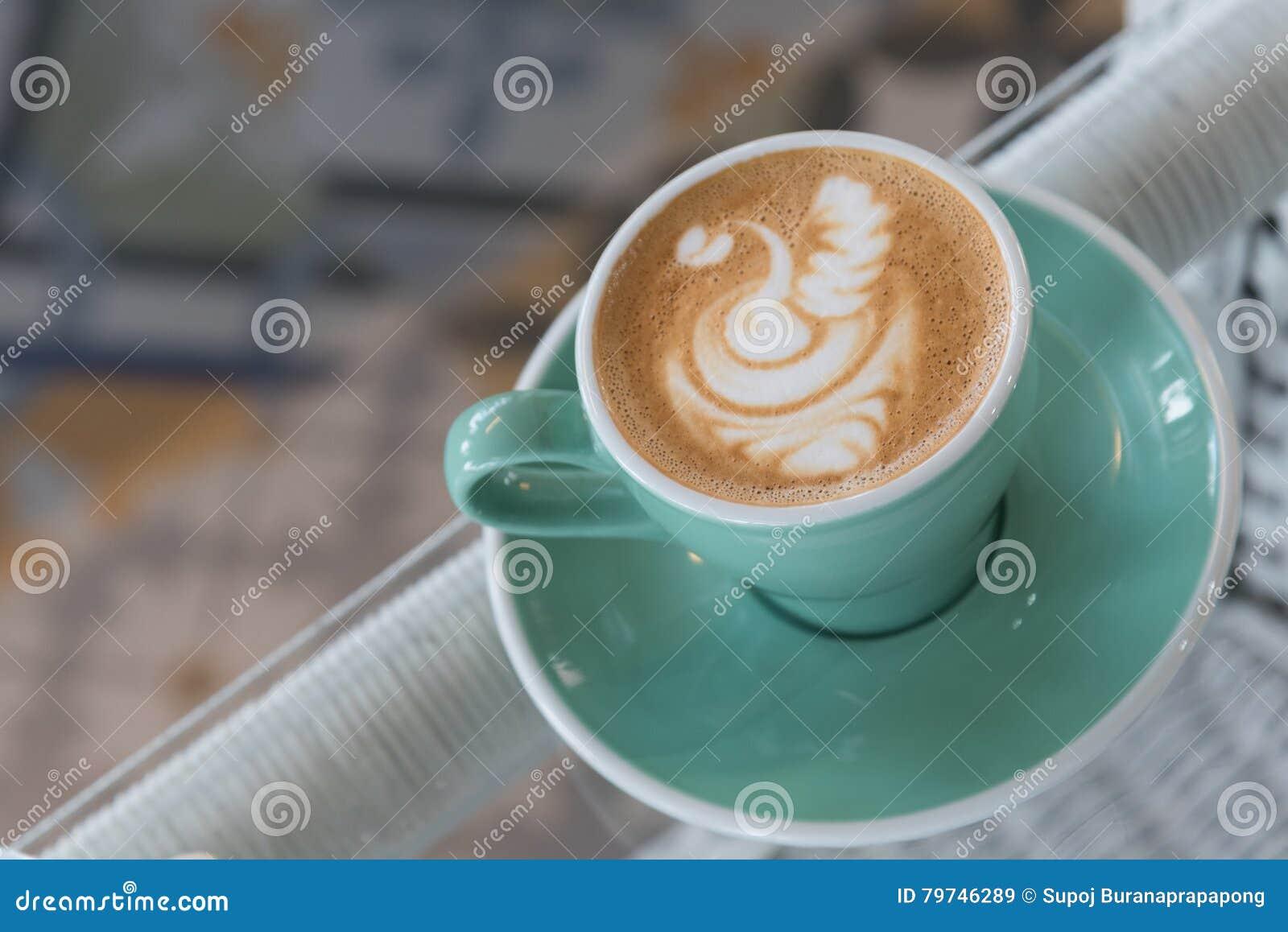 Una taza de café del arte del latte