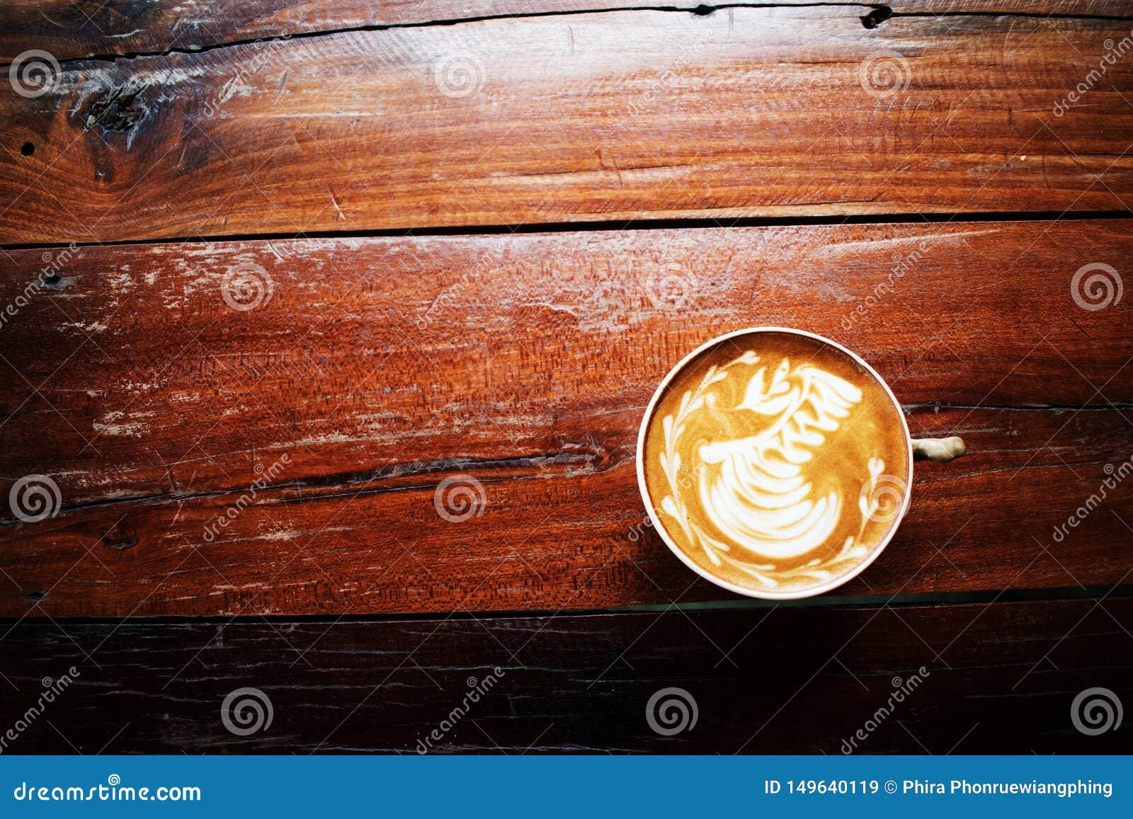 Una taza de caf? en la tabla de madera vieja cafeter?a, Tailandia