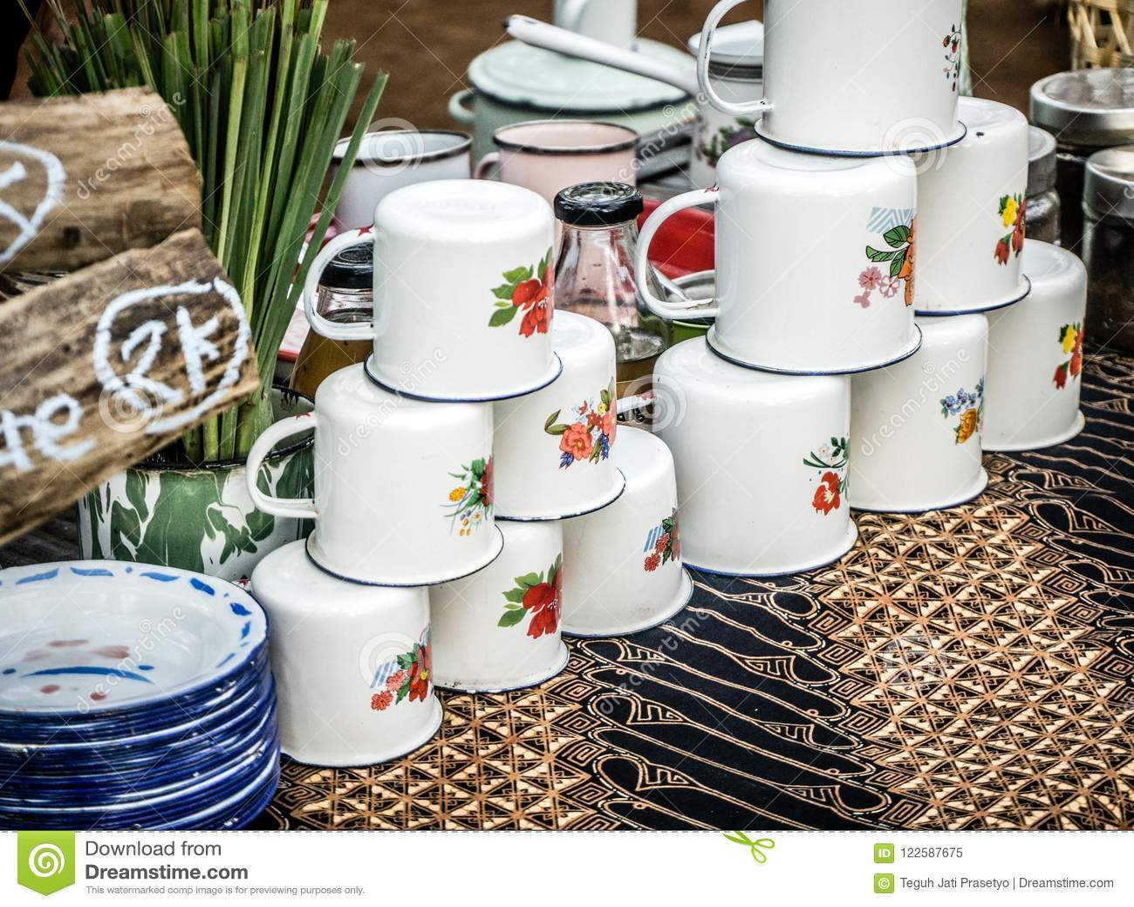 Una tazza d annata tradizionale dall Indonesia
