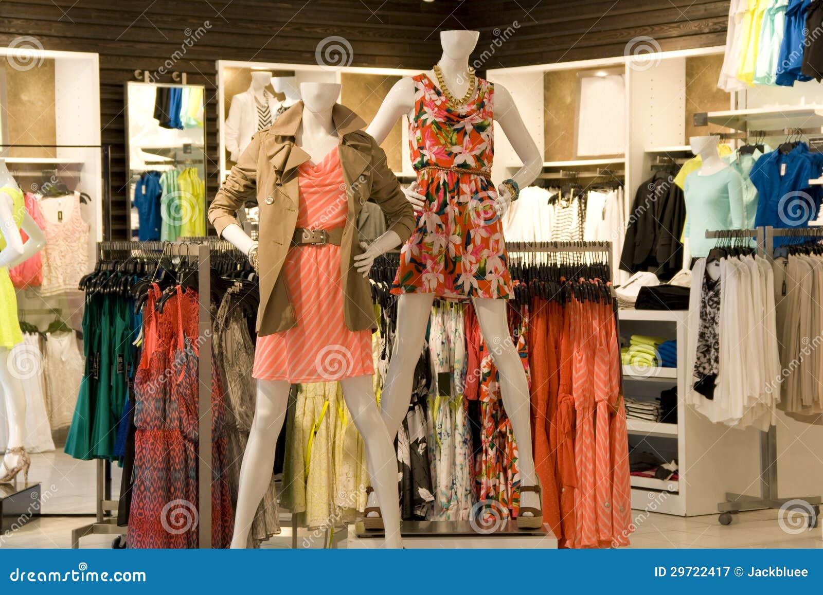 a501ded8e8da Tienda De La Ropa De Moda De La Mujer Imagen de archivo - Imagen de ...