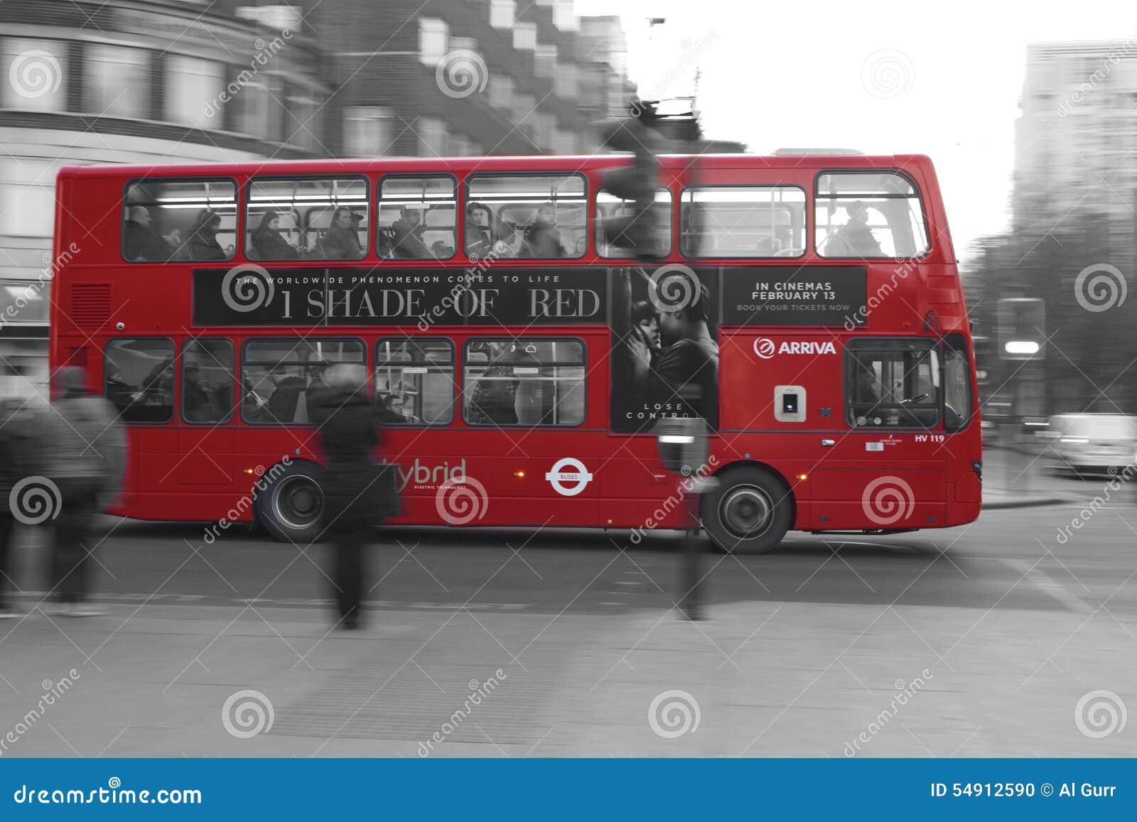 Una tonalità del bus di Londra di rosso  -