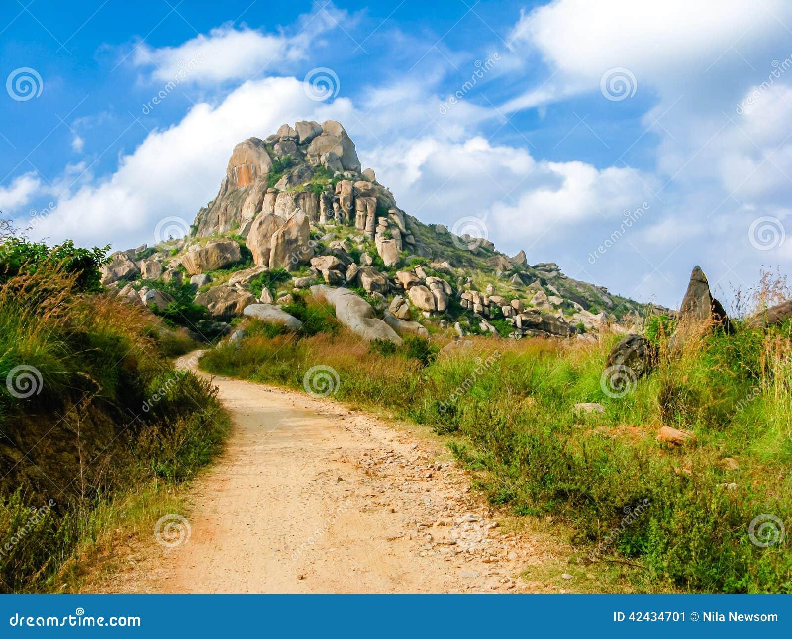 Una trayectoria en las colinas